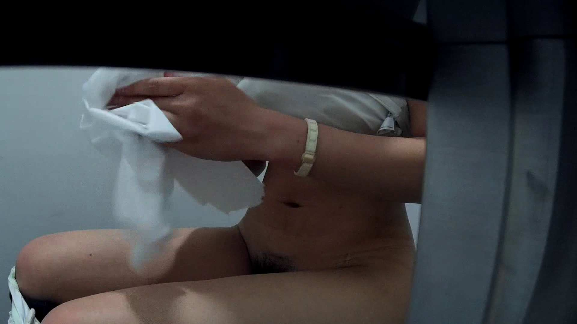 有名大学女性洗面所 vol.40 ??おまじない的な動きをする子がいます。 ギャル達  99枚 45