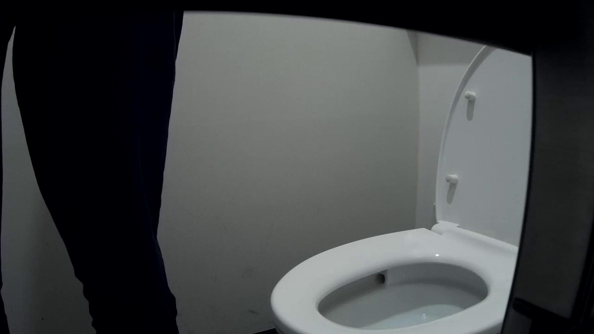 有名大学女性洗面所 vol.50 個室には3つの「目」があるみたいです。 投稿 エロ無料画像 109枚 54
