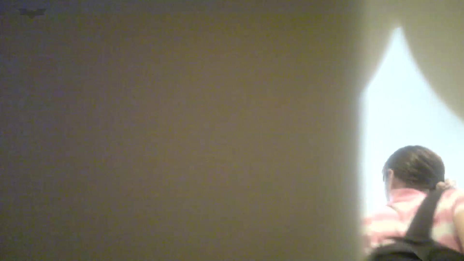 有名大学女性洗面所 vol.50 個室には3つの「目」があるみたいです。 投稿 エロ無料画像 109枚 70