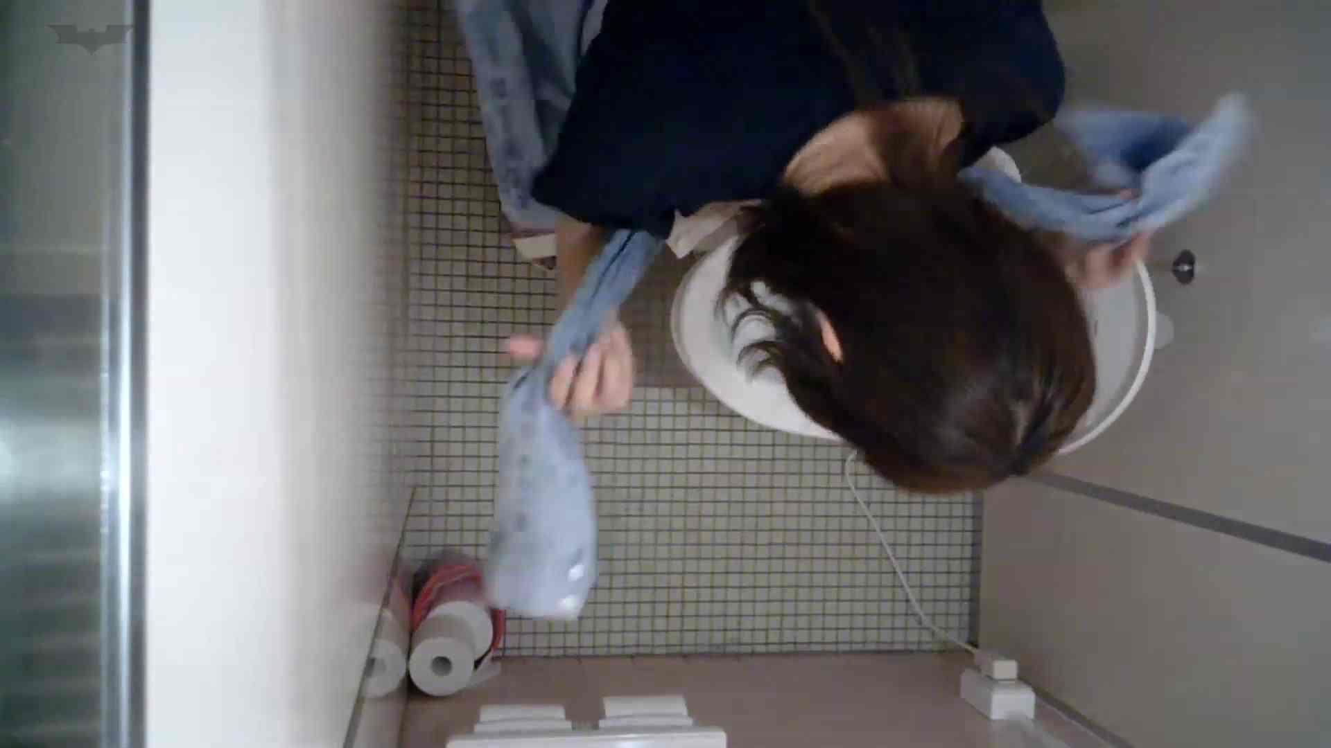 有名大学女性洗面所 vol.50 個室には3つの「目」があるみたいです。 投稿 エロ無料画像 109枚 102