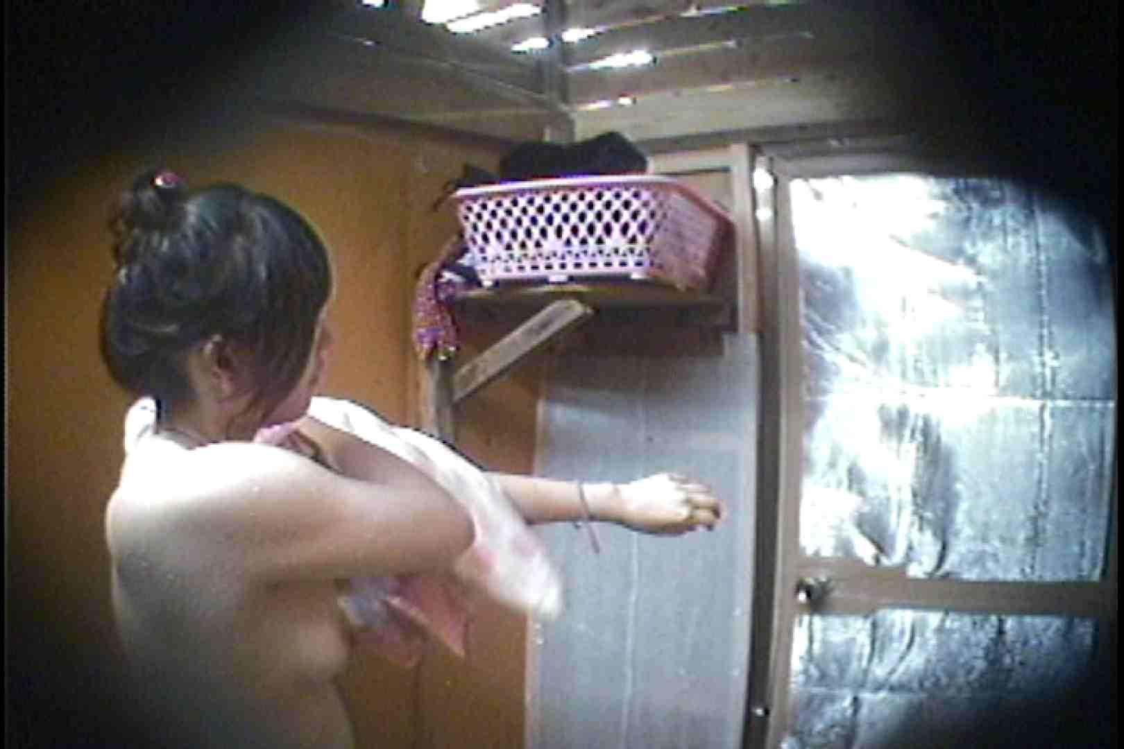 海の家の更衣室 Vol.37 シャワー オマンコ動画キャプチャ 107枚 54