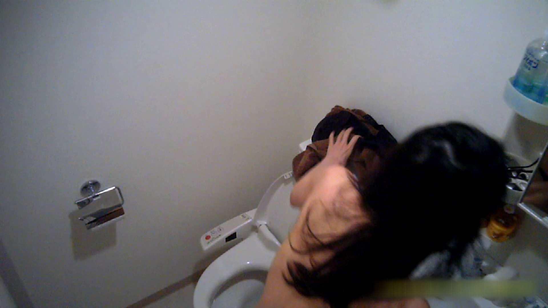 清楚な顔してかなり敏感なE子25歳(仮名)Vol.05 裸でトイレ編 美乳   高画質  90枚 64