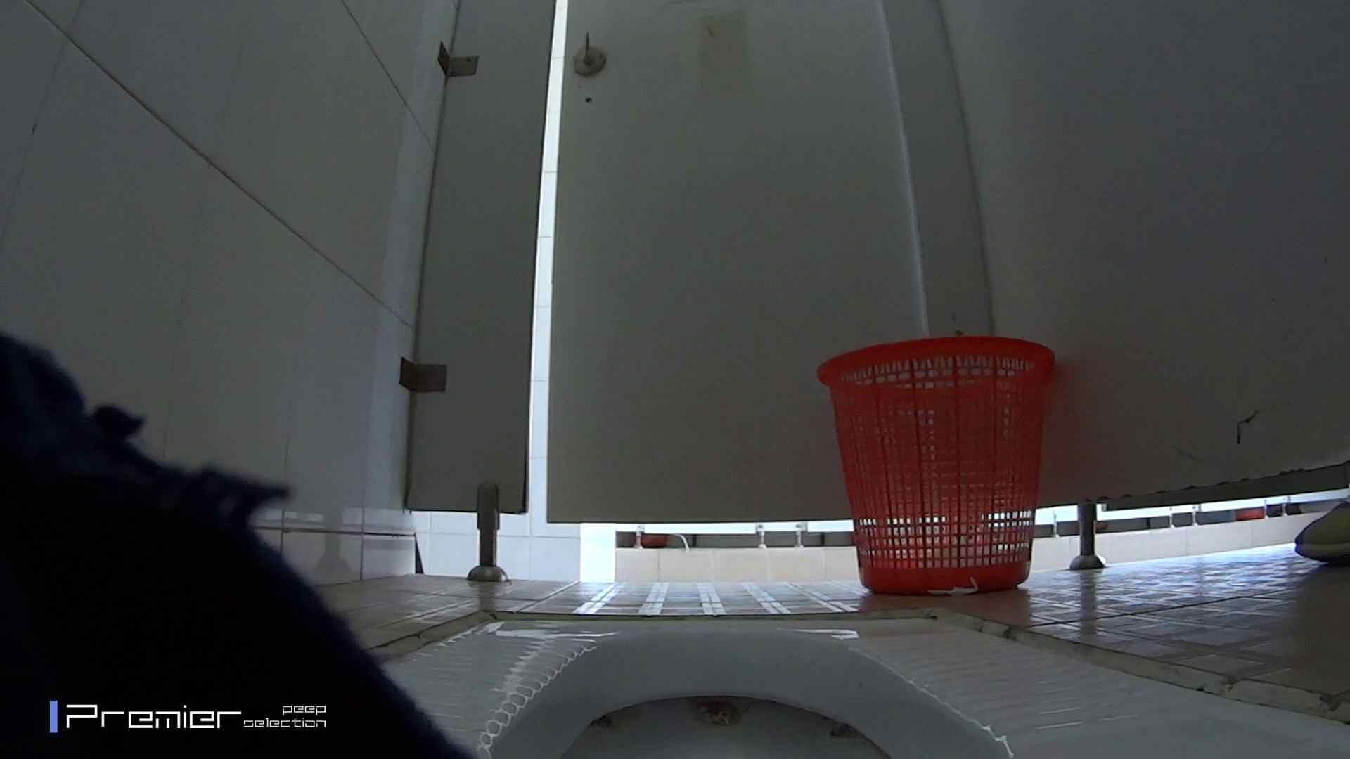 めくれ上がる陰部からの大聖水!大学休憩時間の洗面所事情27 細身体型 おまんこ無修正動画無料 105枚 26