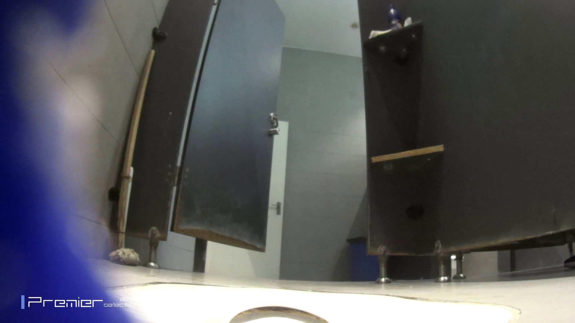 色白美女の洗面所 大学休憩時間の洗面所事情51 ギャル達 スケベ動画紹介 86枚 2