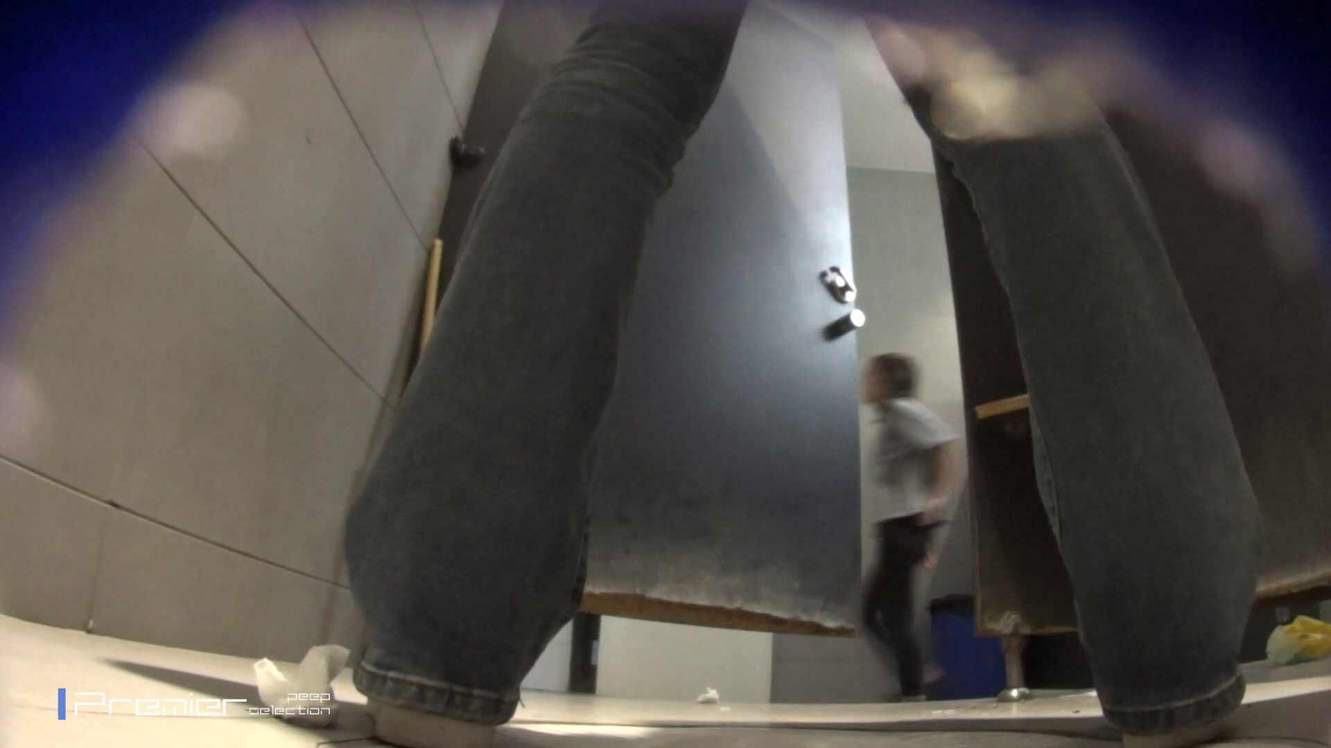 黒スパッツ美女 大学休憩時間の洗面所事情70 細身体型  79枚 45