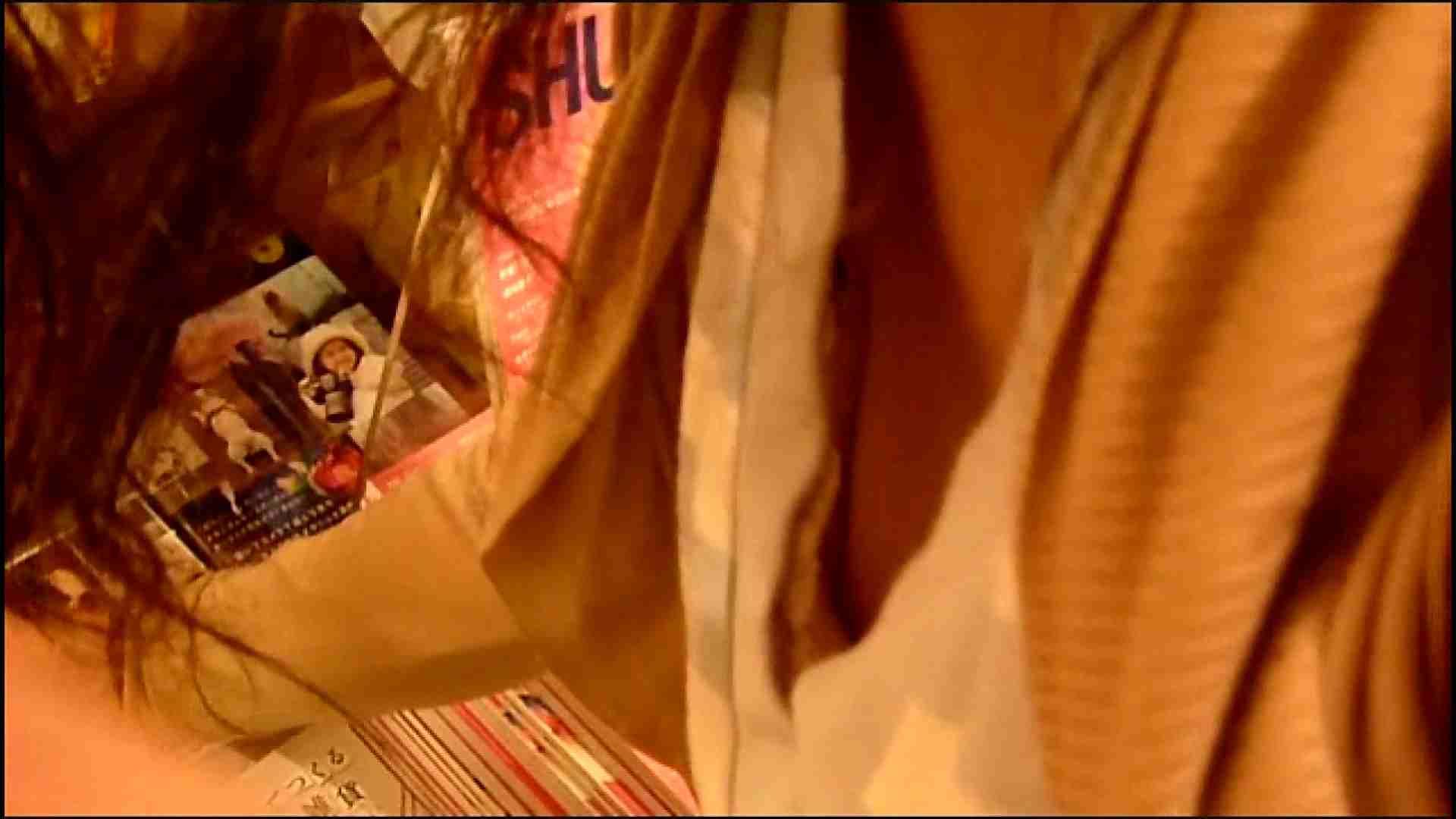 NO.3 某イオNN店内のエレベーター前でケータイに夢中な女の子 胸チラ・のぞき おまんこ動画流出 102枚 11