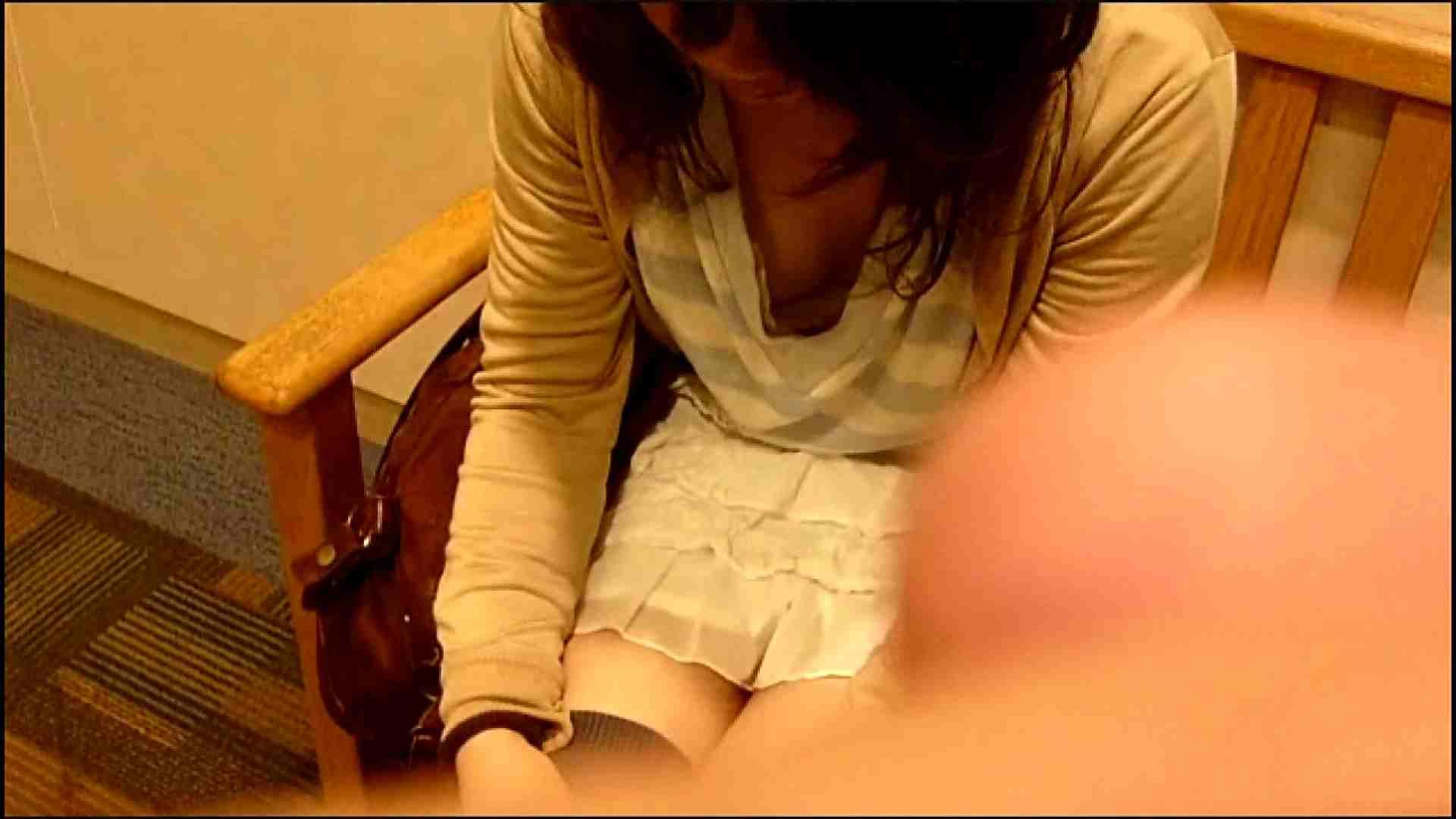 NO.3 某イオNN店内のエレベーター前でケータイに夢中な女の子 胸チラ・のぞき おまんこ動画流出 102枚 26