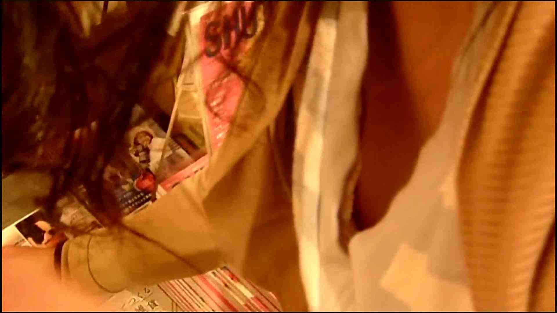 NO.3 某イオNN店内のエレベーター前でケータイに夢中な女の子 チラ見  102枚 102
