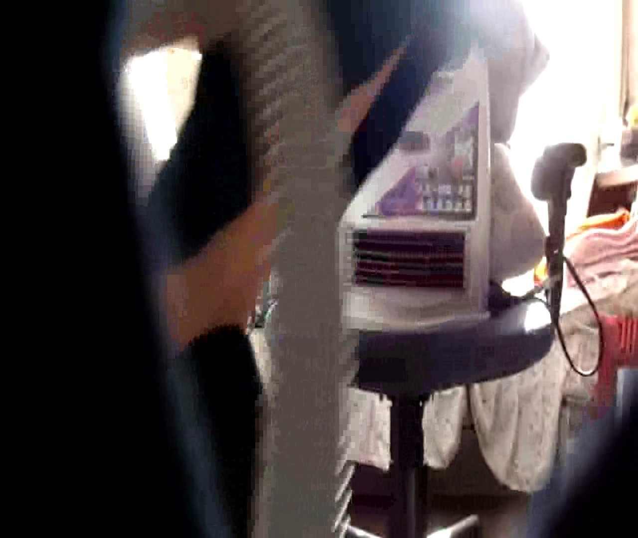 vol.3 まどかがパンツを見せながら部屋掃除、洗面所も少しどうぞ。 ○族 おまんこ動画流出 100枚 39