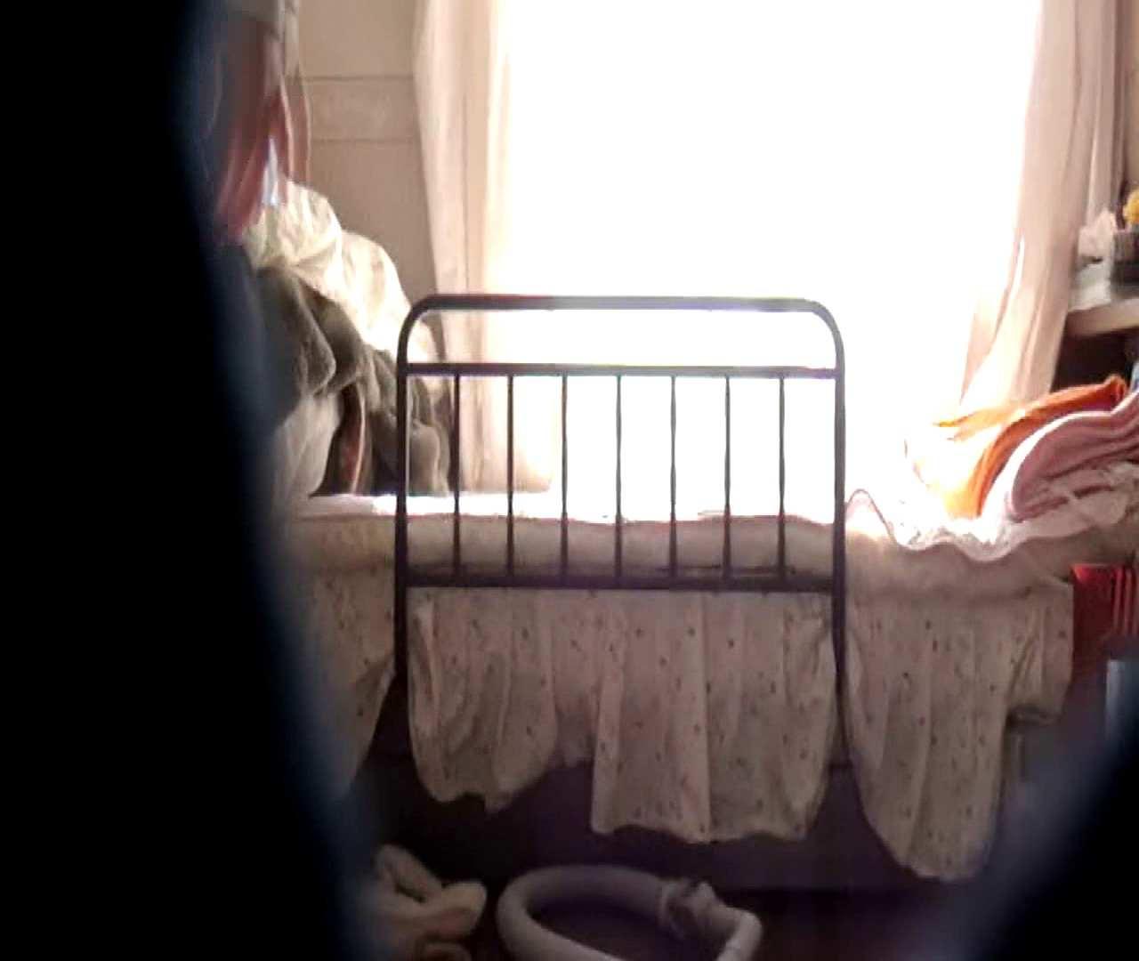 vol.3 まどかがパンツを見せながら部屋掃除、洗面所も少しどうぞ。 洗面所のぞき おめこ無修正画像 100枚 62