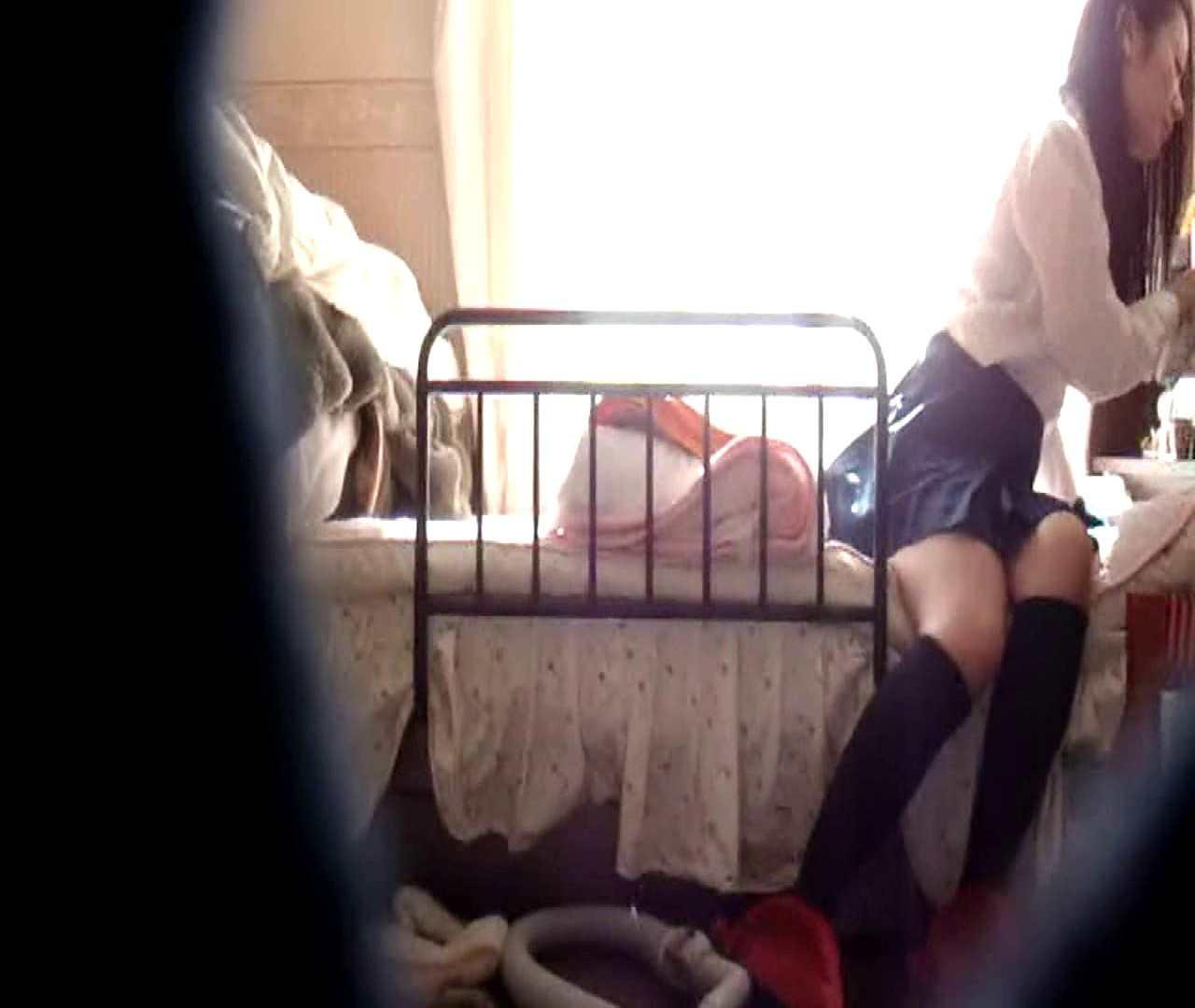 vol.3 まどかがパンツを見せながら部屋掃除、洗面所も少しどうぞ。 民家 戯れ無修正画像 100枚 88