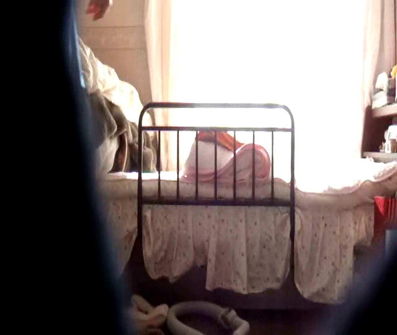 vol.3 まどかがパンツを見せながら部屋掃除、洗面所も少しどうぞ。 ○族 おまんこ動画流出 100枚 89