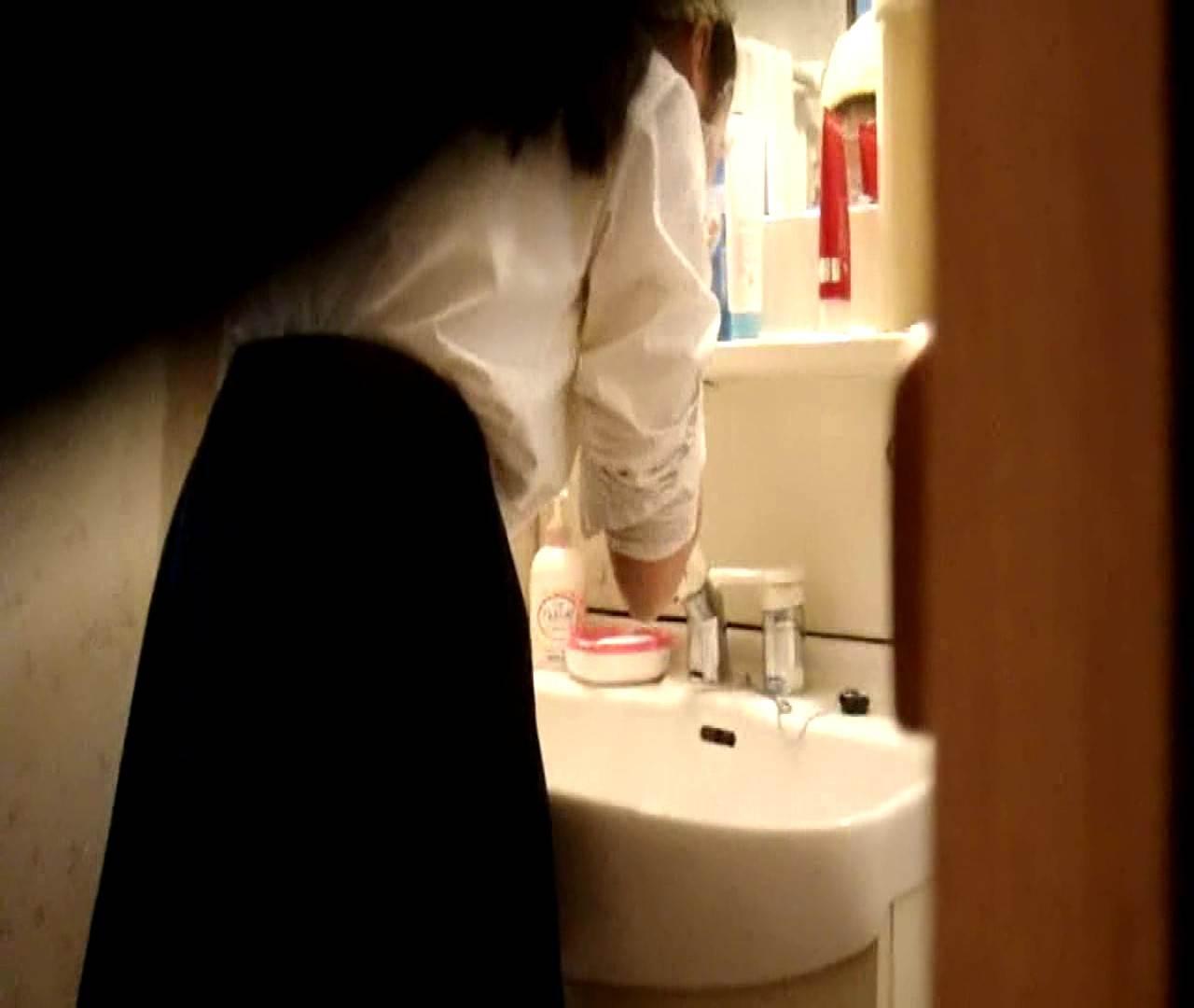 vol.5 まどかが帰宅後の洗顔後にブラを洗ってます。 ○族 おめこ無修正画像 112枚 51