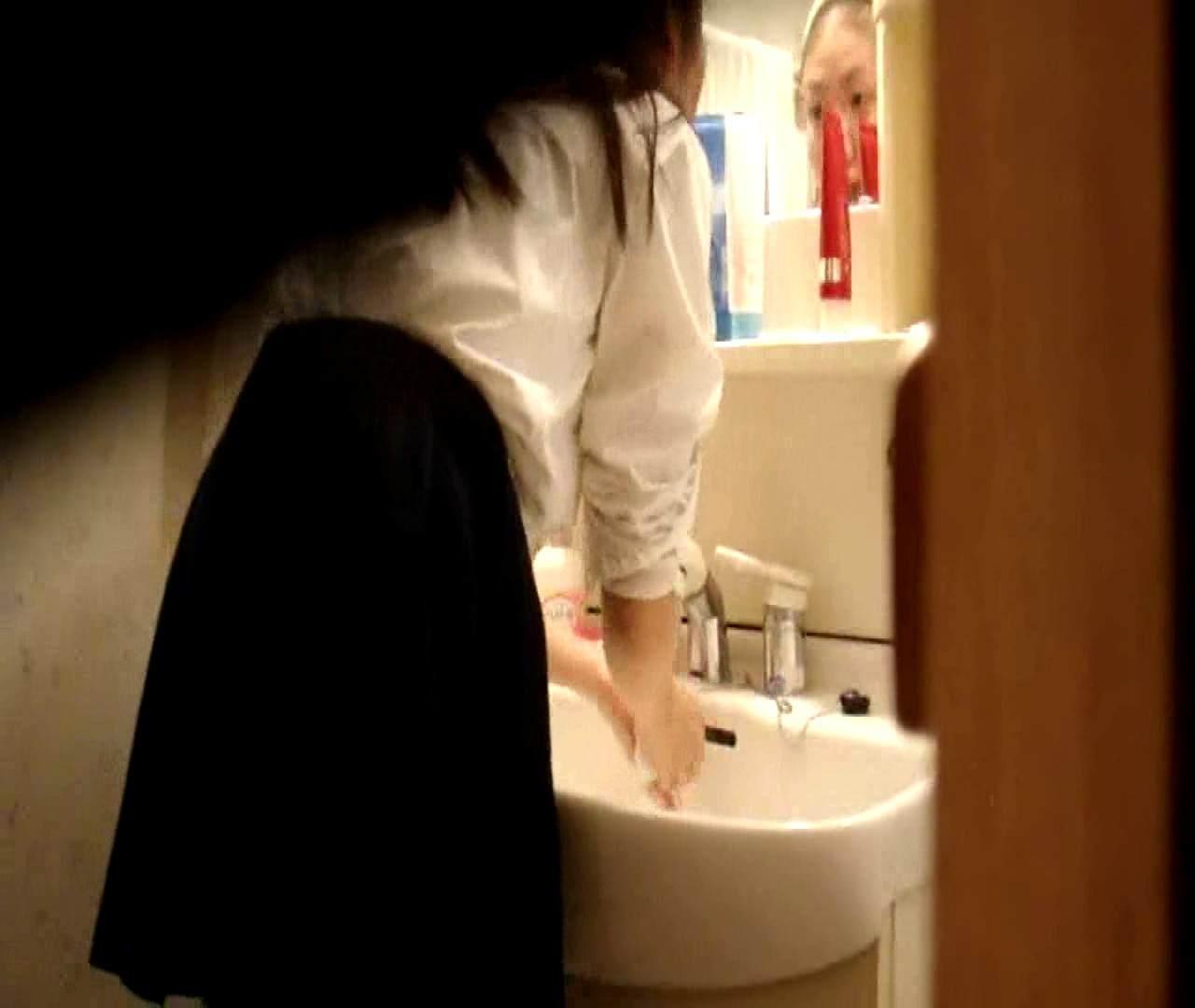 vol.5 まどかが帰宅後の洗顔後にブラを洗ってます。 ○族 おめこ無修正画像 112枚 59