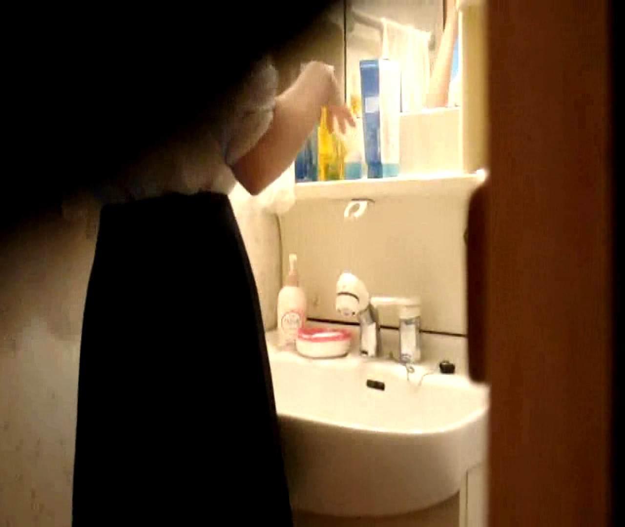 vol.5 まどかが帰宅後の洗顔後にブラを洗ってます。 ギャル達 | 民家  112枚 61