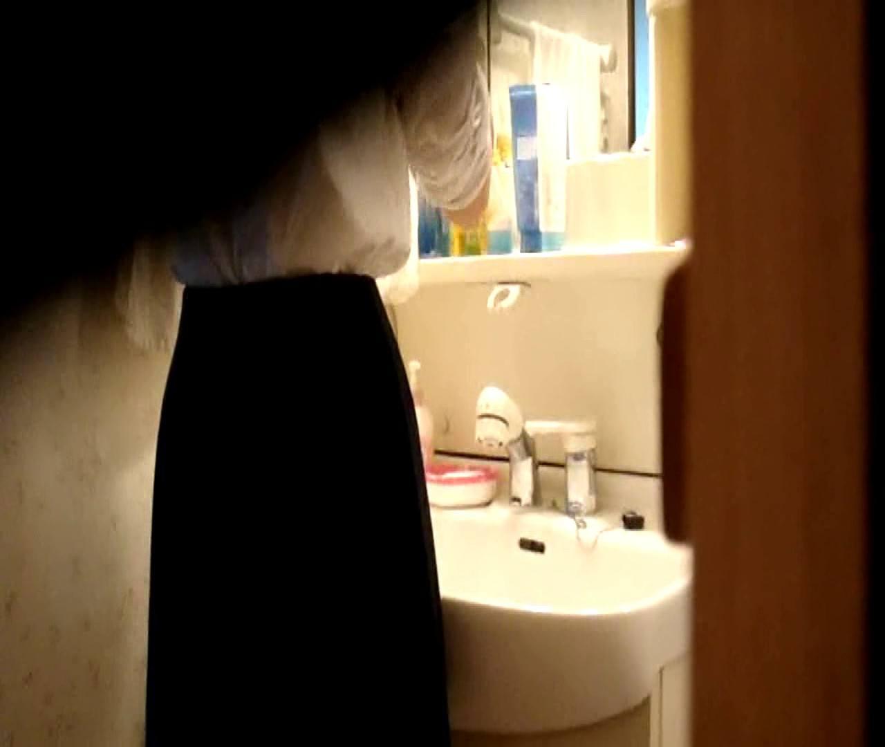 vol.5 まどかが帰宅後の洗顔後にブラを洗ってます。 ギャル達  112枚 64