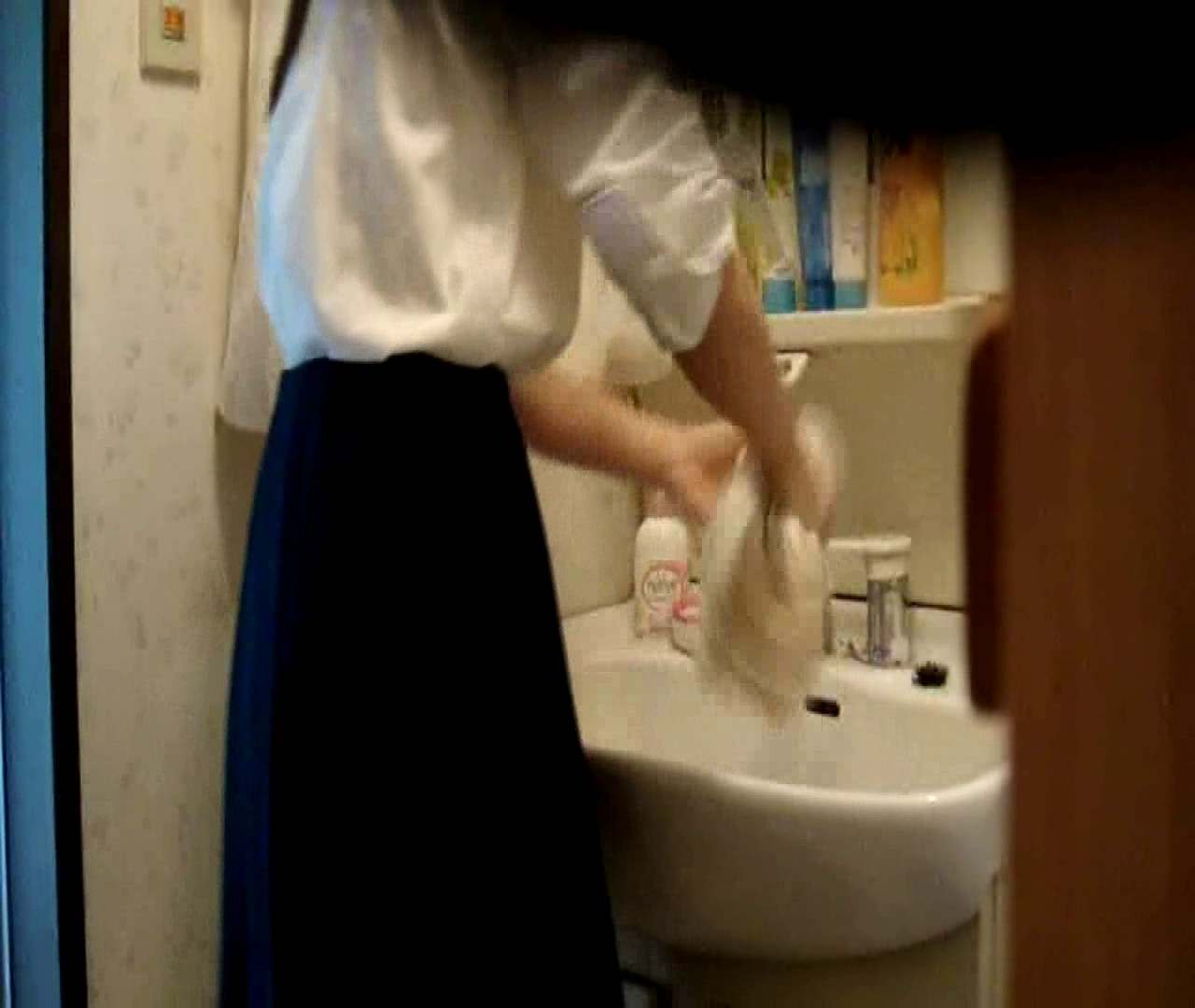 vol.5 まどかが帰宅後の洗顔後にブラを洗ってます。 ○族 おめこ無修正画像 112枚 91