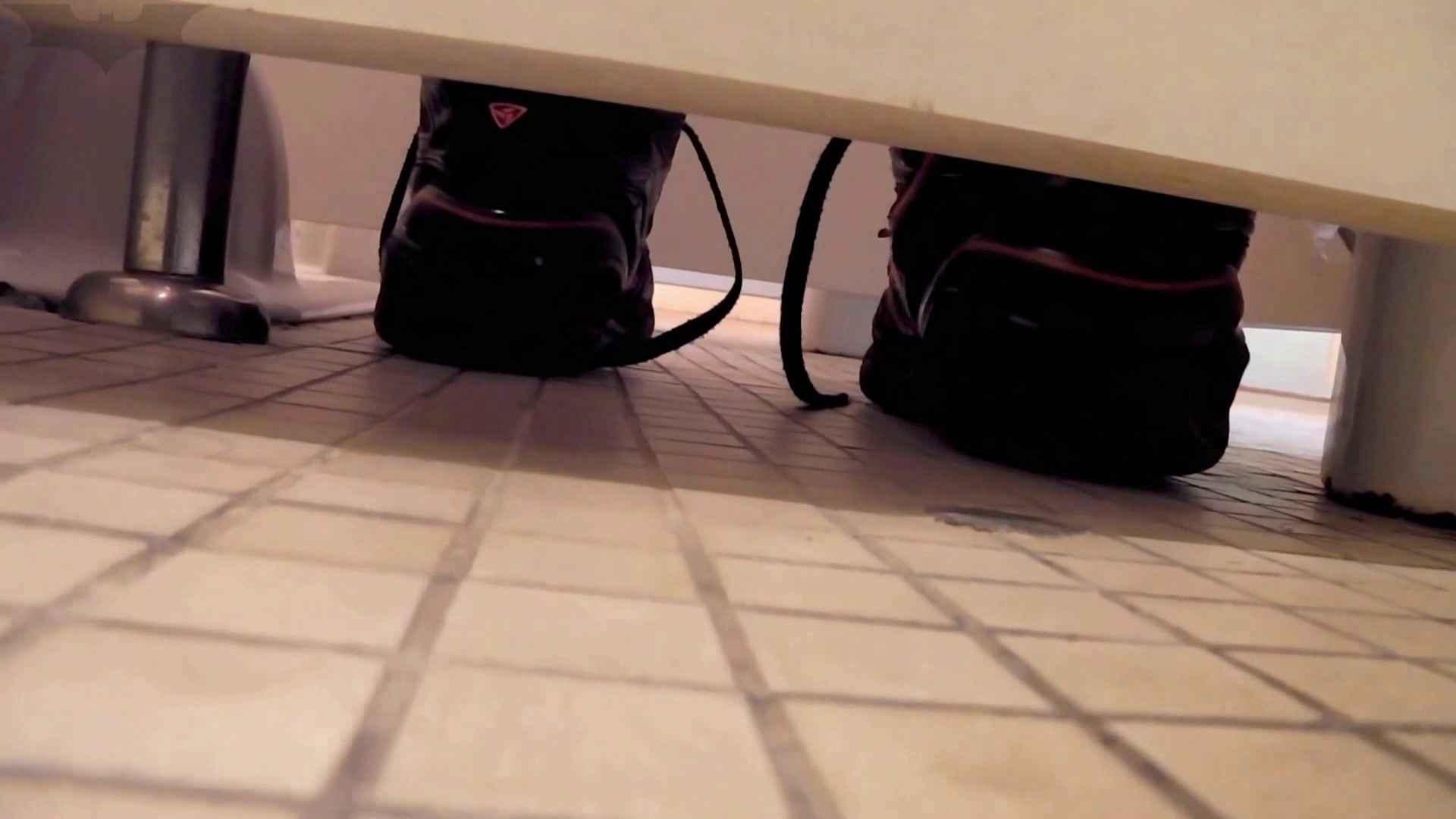 トイレ盗撮|第三体育館潜入撮File009 珍しい!左手で御尻を広げながら右手で拭く|怪盗ジョーカー