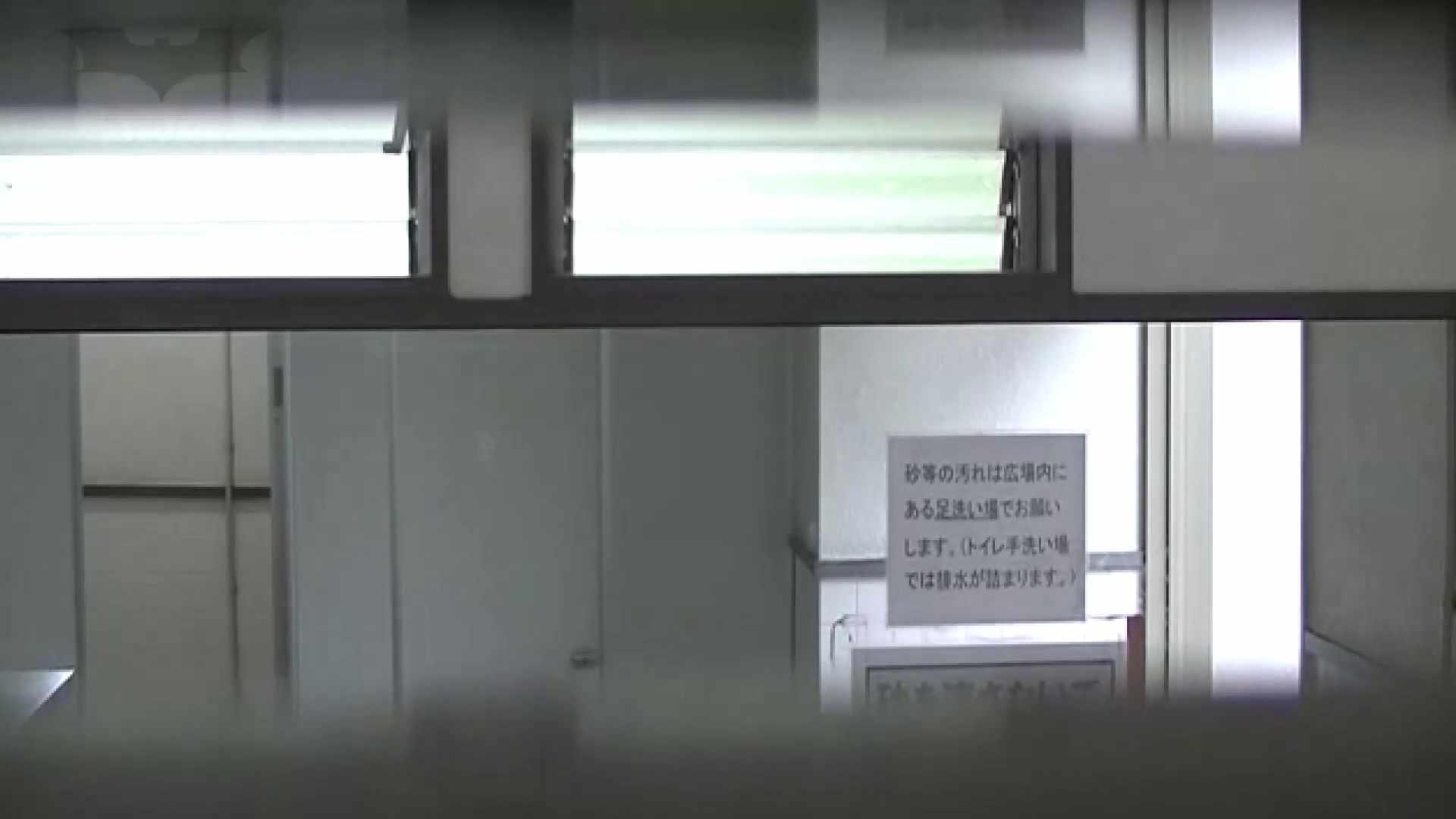 夏の思い出浜辺トイレ盗撮Vol.22 洗面所のぞき ワレメ無修正動画無料 88枚 66