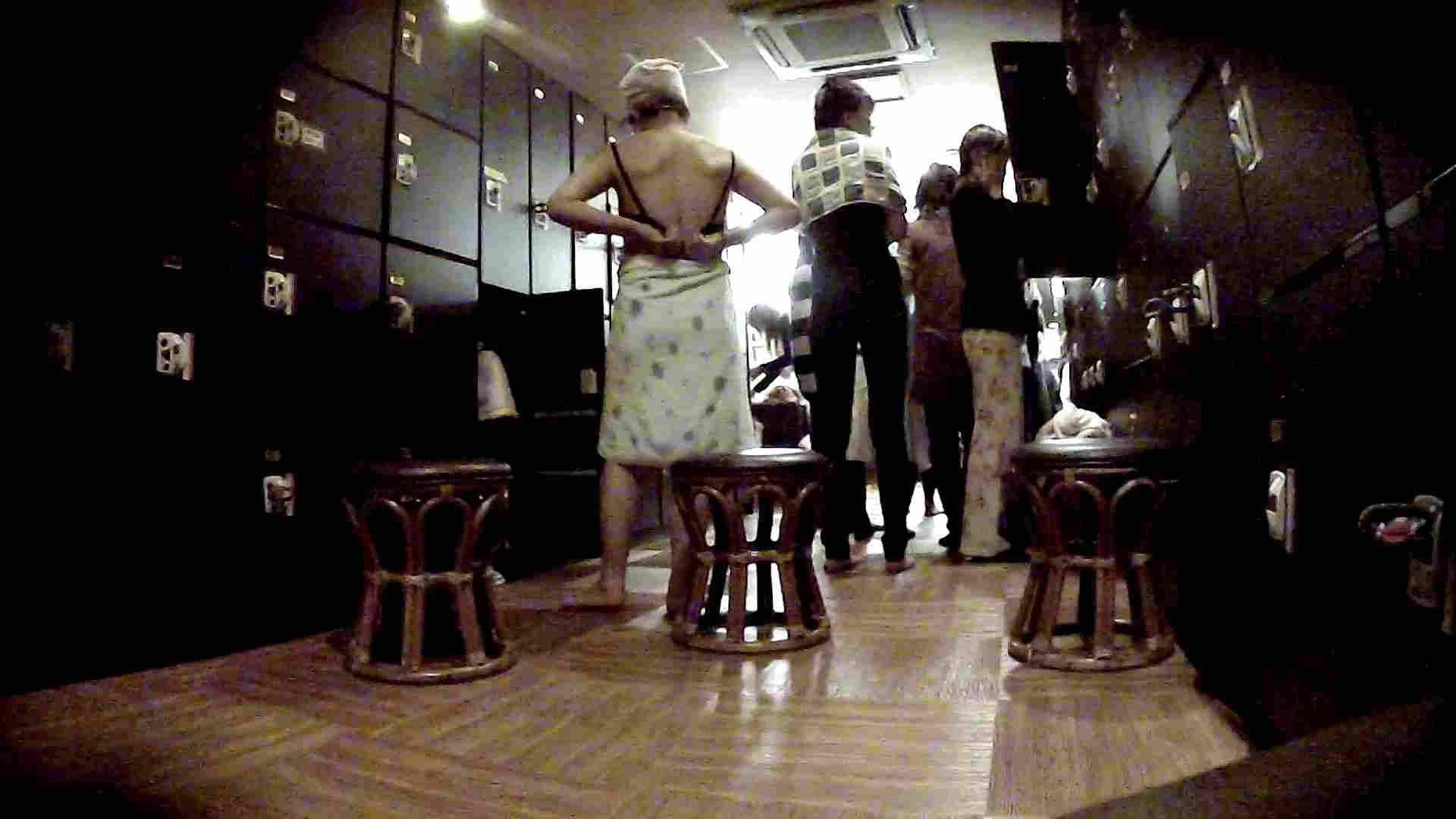 脱衣所!オムニバス 大混雑!注目はあの人の御御足でしょう。 お姉さんのSEX ぱこり動画紹介 109枚 3