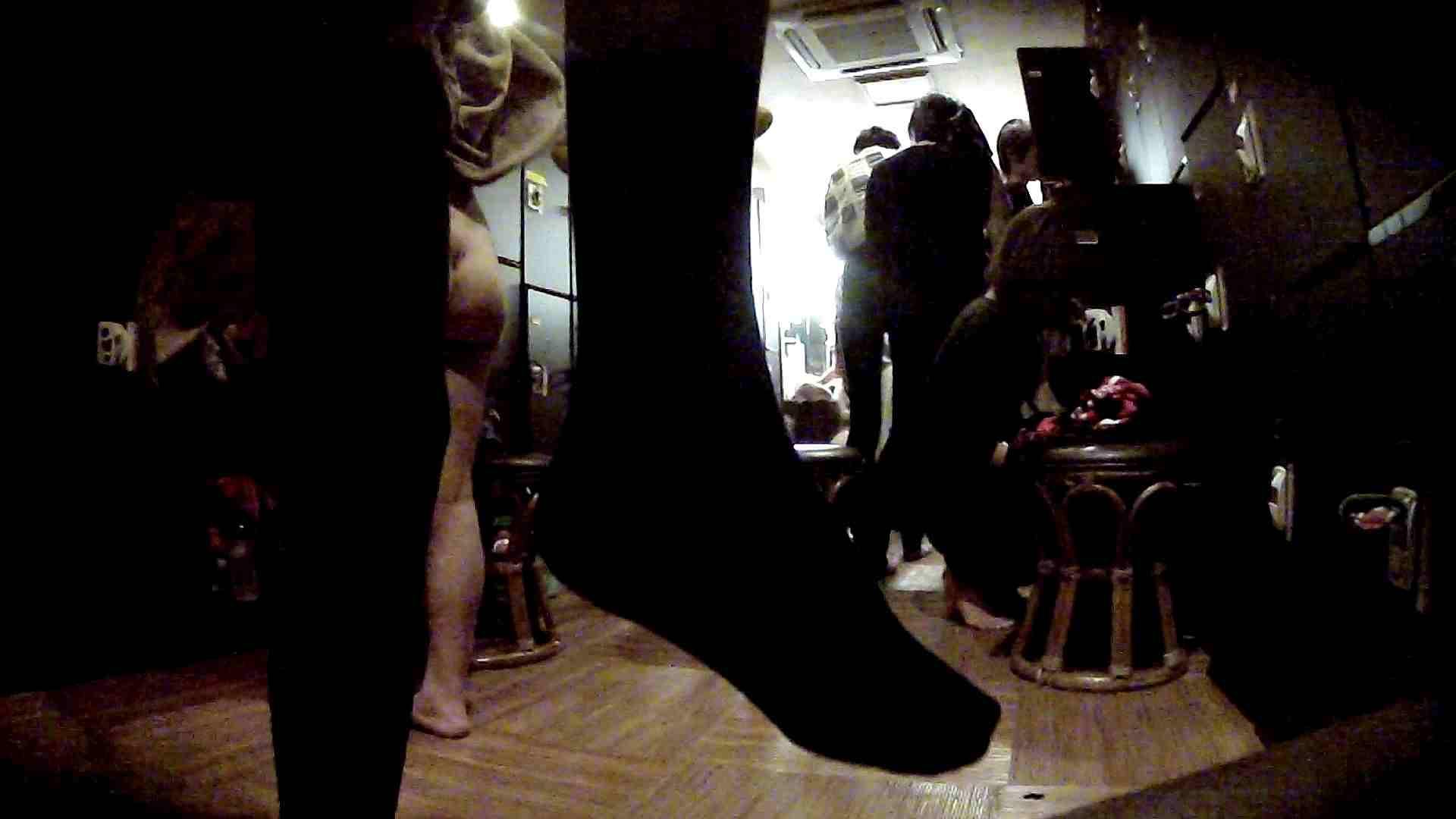 脱衣所!オムニバス 大混雑!注目はあの人の御御足でしょう。 盛合せ AV無料 109枚 37