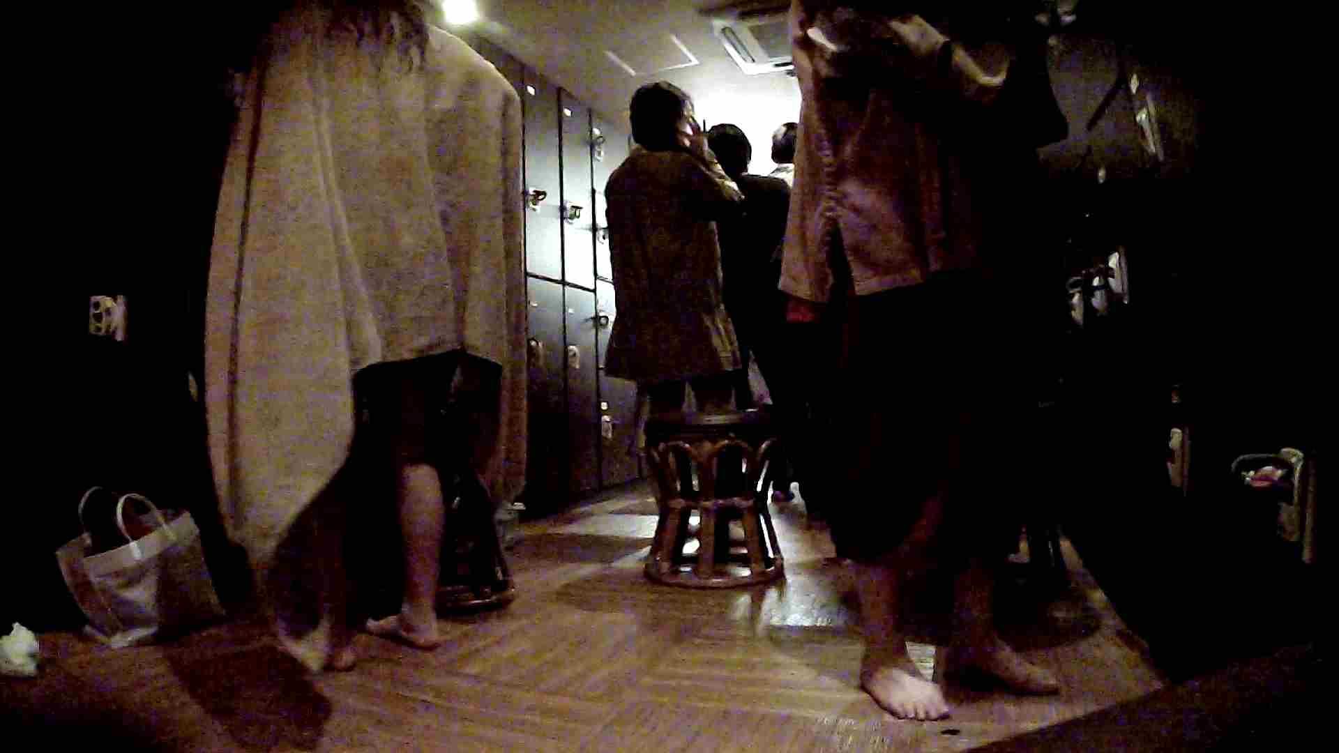 脱衣所!オムニバス 大混雑!注目はあの人の御御足でしょう。 ギャル達  109枚 56