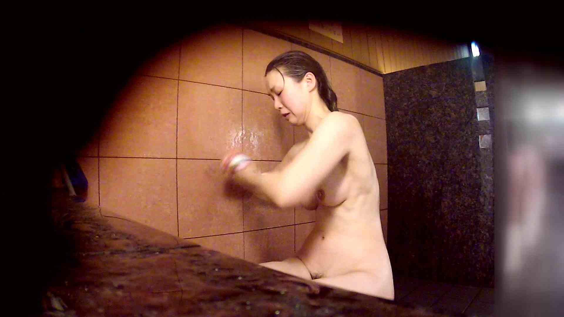 洗い場!マッスルお嬢さん!でもオッパイだけは柔らかそうです。 むっちりガール ワレメ無修正動画無料 76枚 10