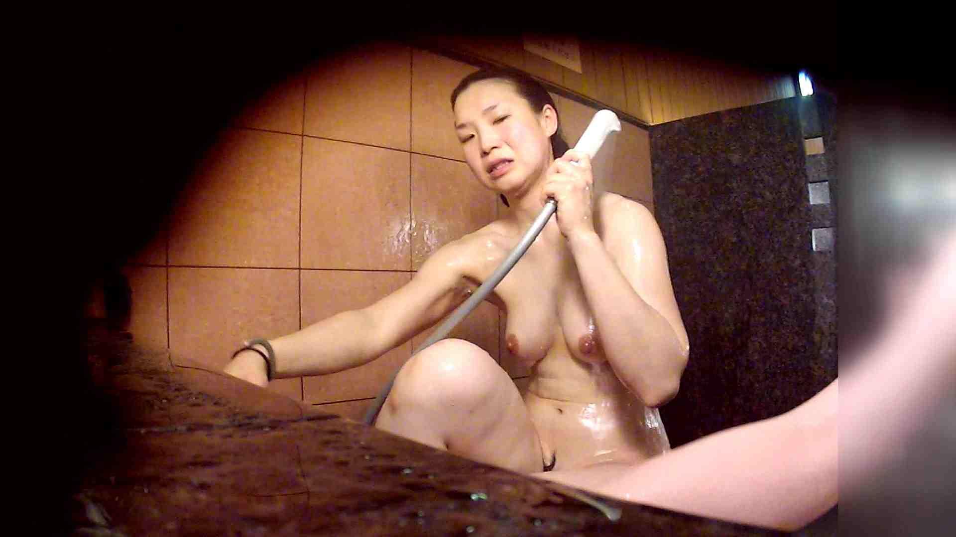洗い場!マッスルお嬢さん!でもオッパイだけは柔らかそうです。 巨乳 セックス画像 76枚 61