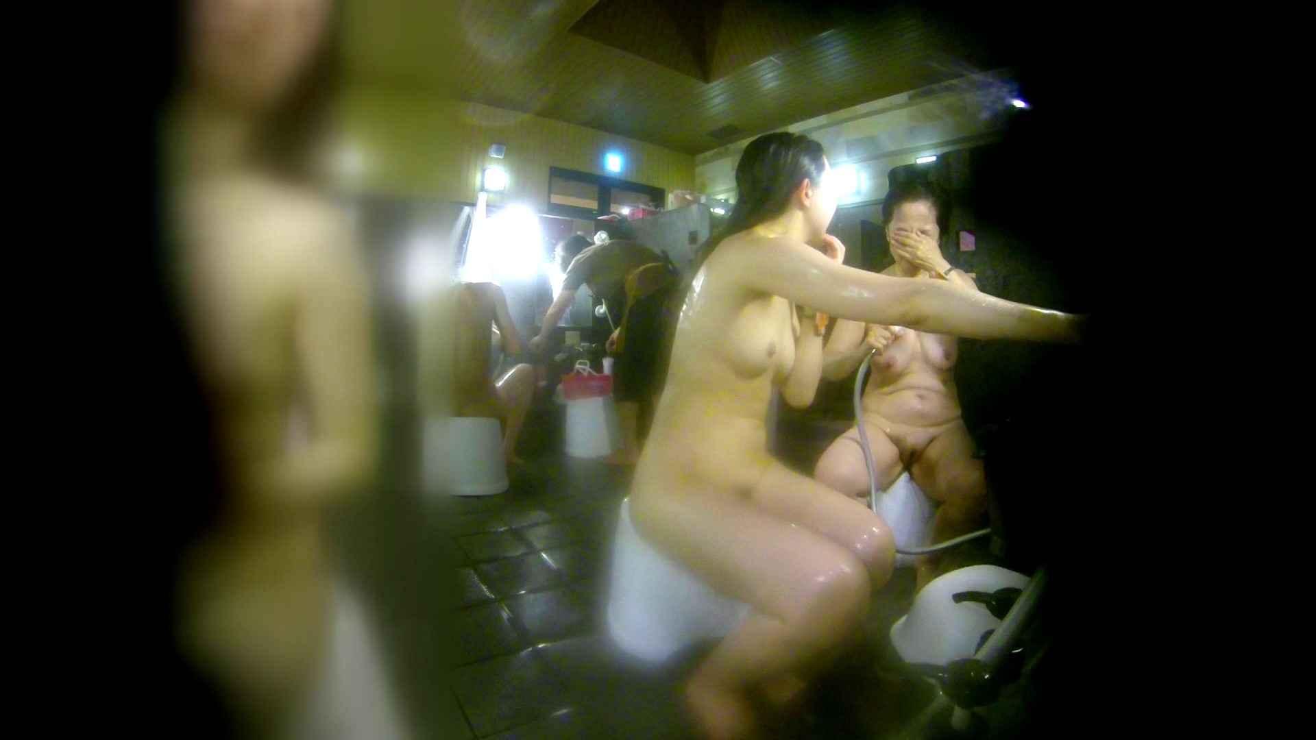 洗い場!右足の位置がいいですね。陰毛もっさり! 美肌 オメコ動画キャプチャ 107枚 10