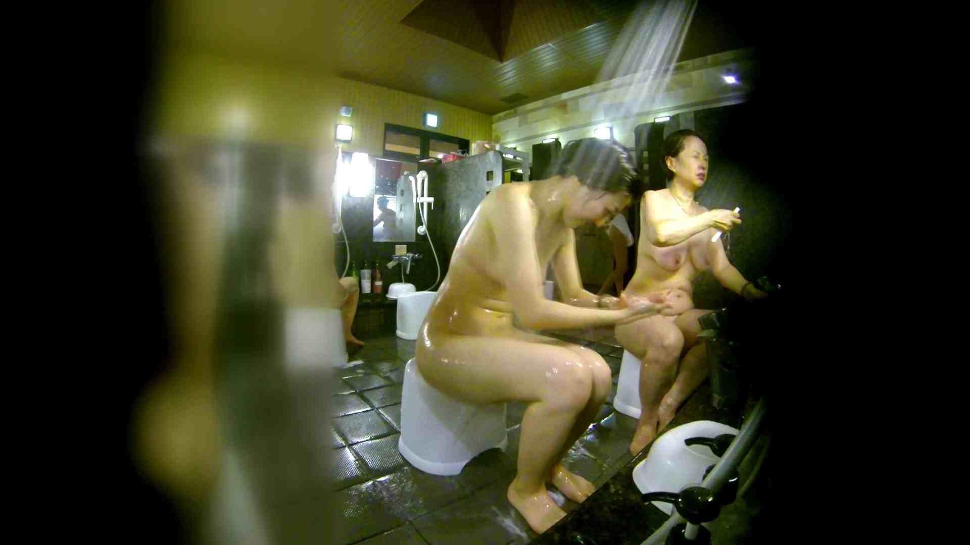 洗い場!右足の位置がいいですね。陰毛もっさり! 美肌 オメコ動画キャプチャ 107枚 52