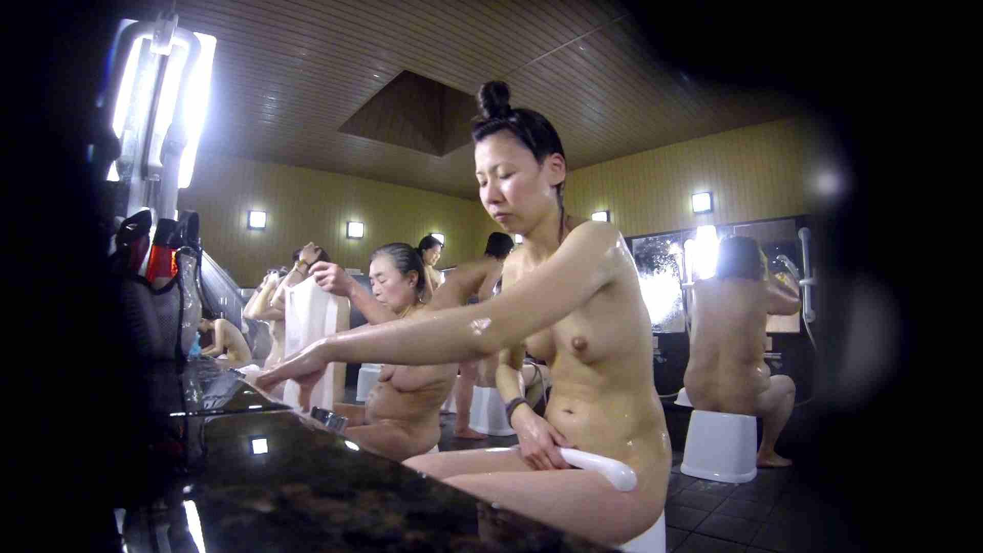 洗い場!だんご結びのお女市さん、色素が薄いです。 美乳 オメコ無修正動画無料 110枚 105