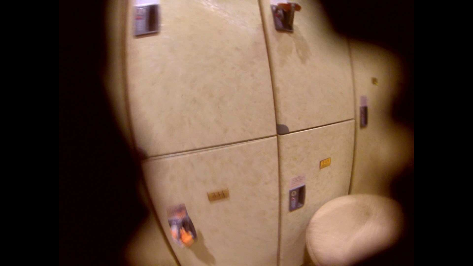 追い撮り!ヤった!二代目さん!エロカワギャル登場です。 女湯のぞき スケベ動画紹介 108枚 21