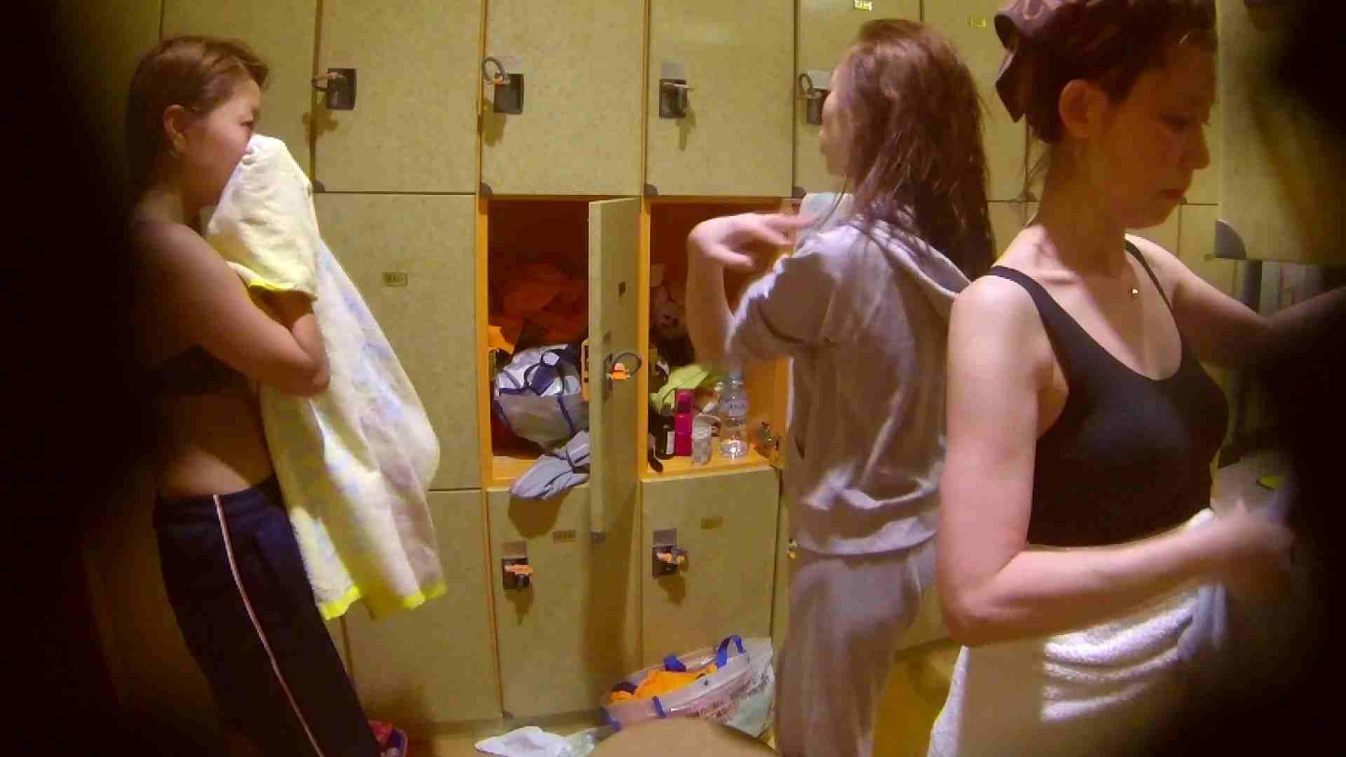 追い撮り!脱衣~洗い場、そして着替え、髪を乾かすまで完全追跡。 ギャル達 えろ無修正画像 84枚 79
