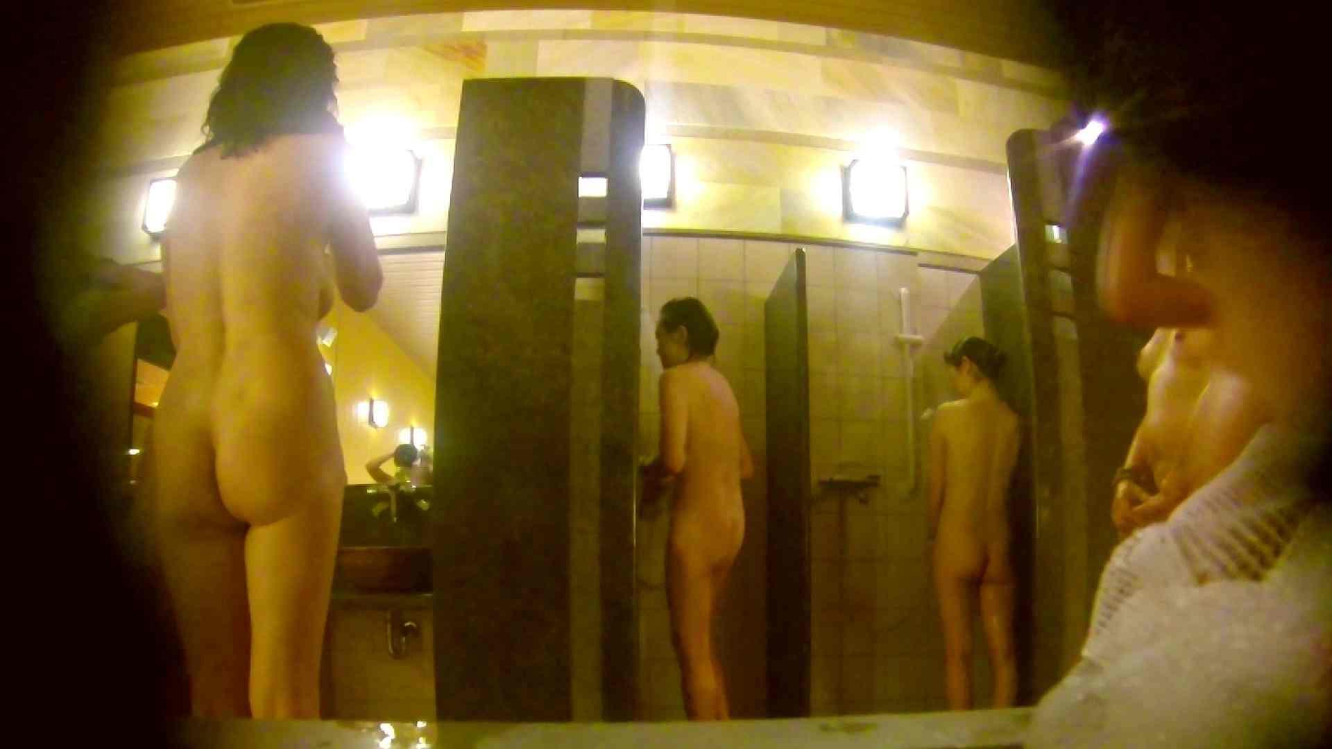 オムニバス!洗い場、通路など色々な裸体が見れてお得です。 細身体型  89枚 16