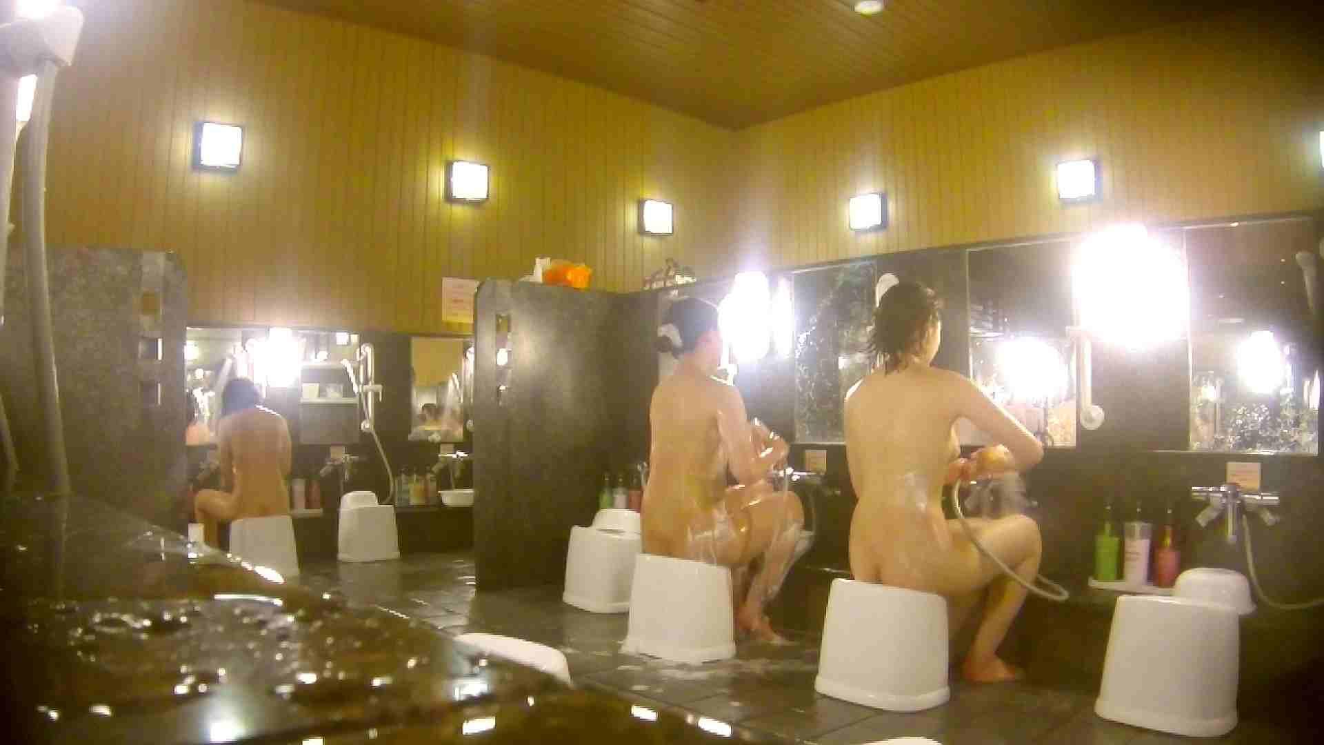 オムニバス!洗い場、通路など色々な裸体が見れてお得です。 細身体型   潜入  89枚 33