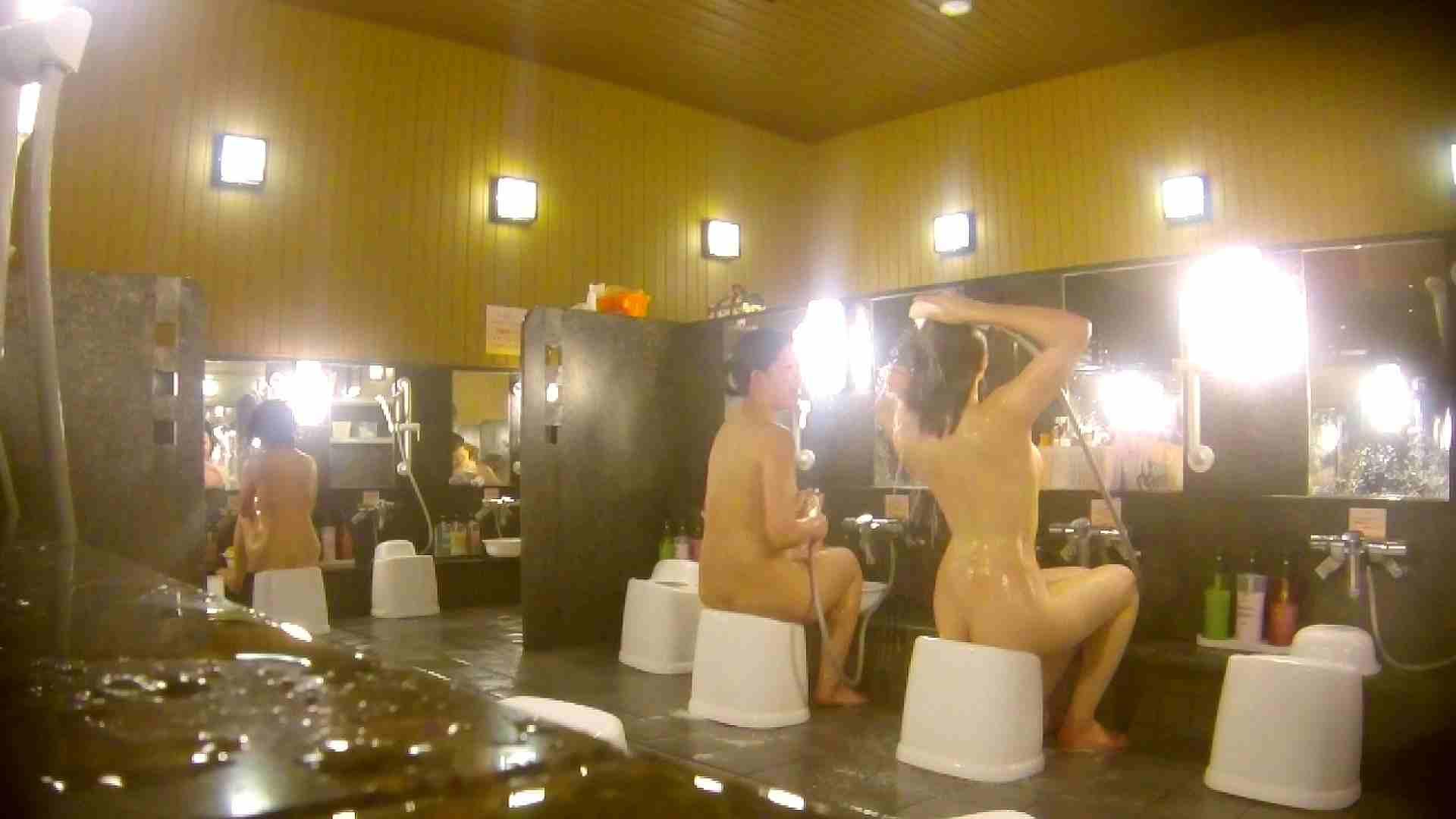 オムニバス!洗い場、通路など色々な裸体が見れてお得です。 アラ30 ワレメ動画紹介 89枚 38
