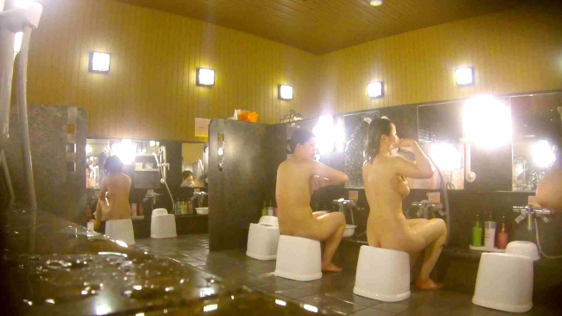 オムニバス!洗い場、通路など色々な裸体が見れてお得です。 細身体型  89枚 40