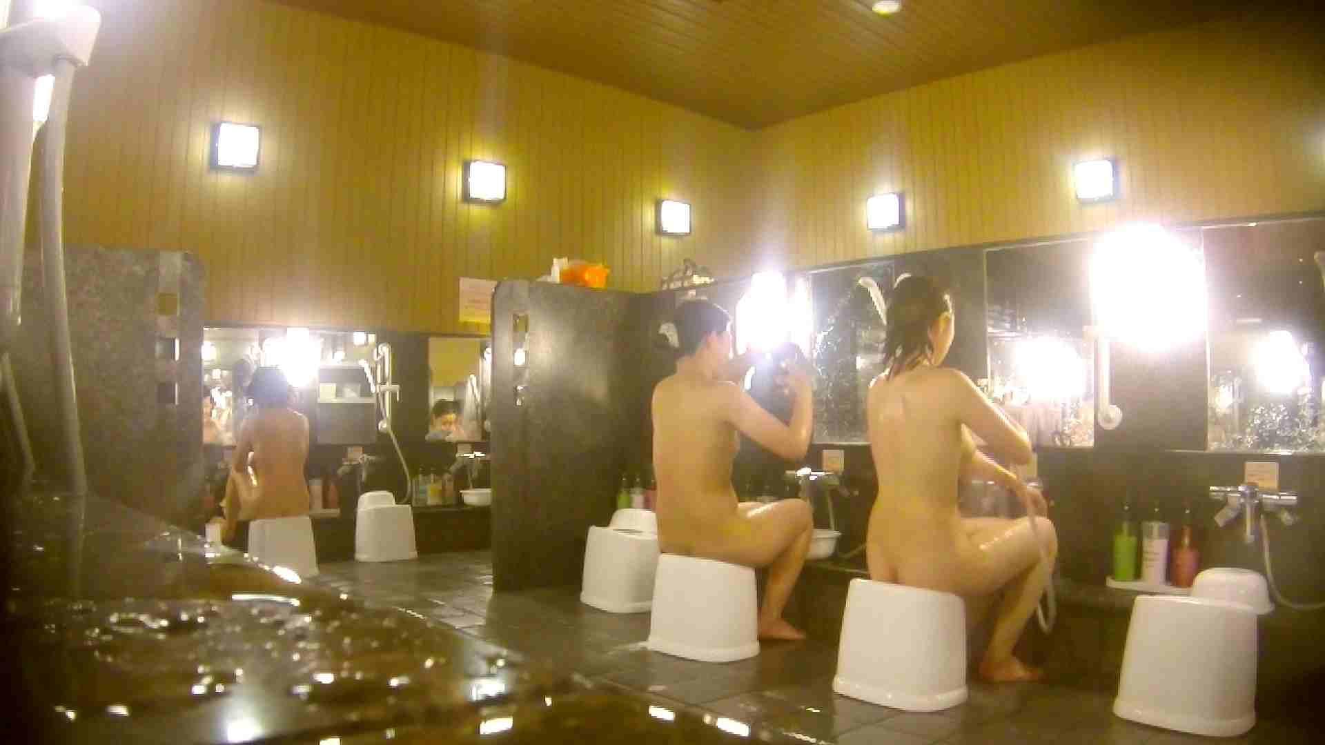オムニバス!洗い場、通路など色々な裸体が見れてお得です。 細身体型   潜入  89枚 41