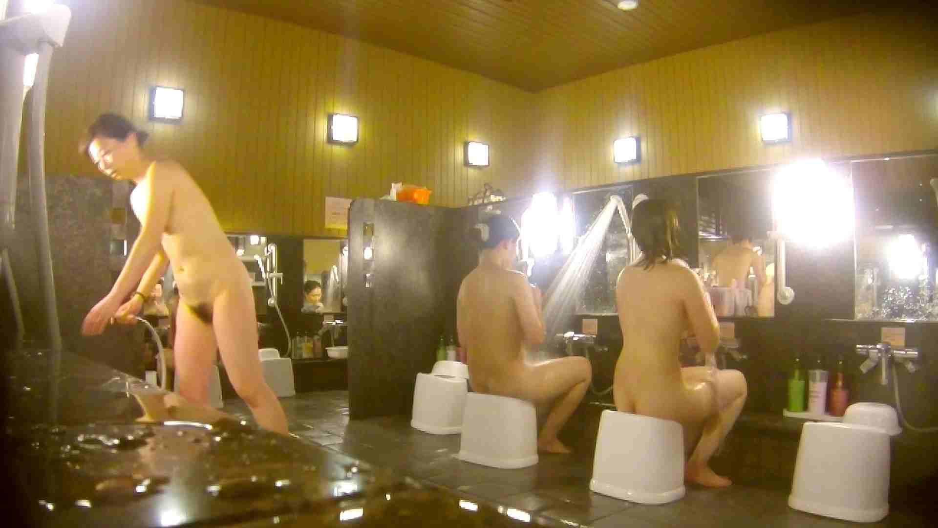 オムニバス!洗い場、通路など色々な裸体が見れてお得です。 アラ30 ワレメ動画紹介 89枚 46