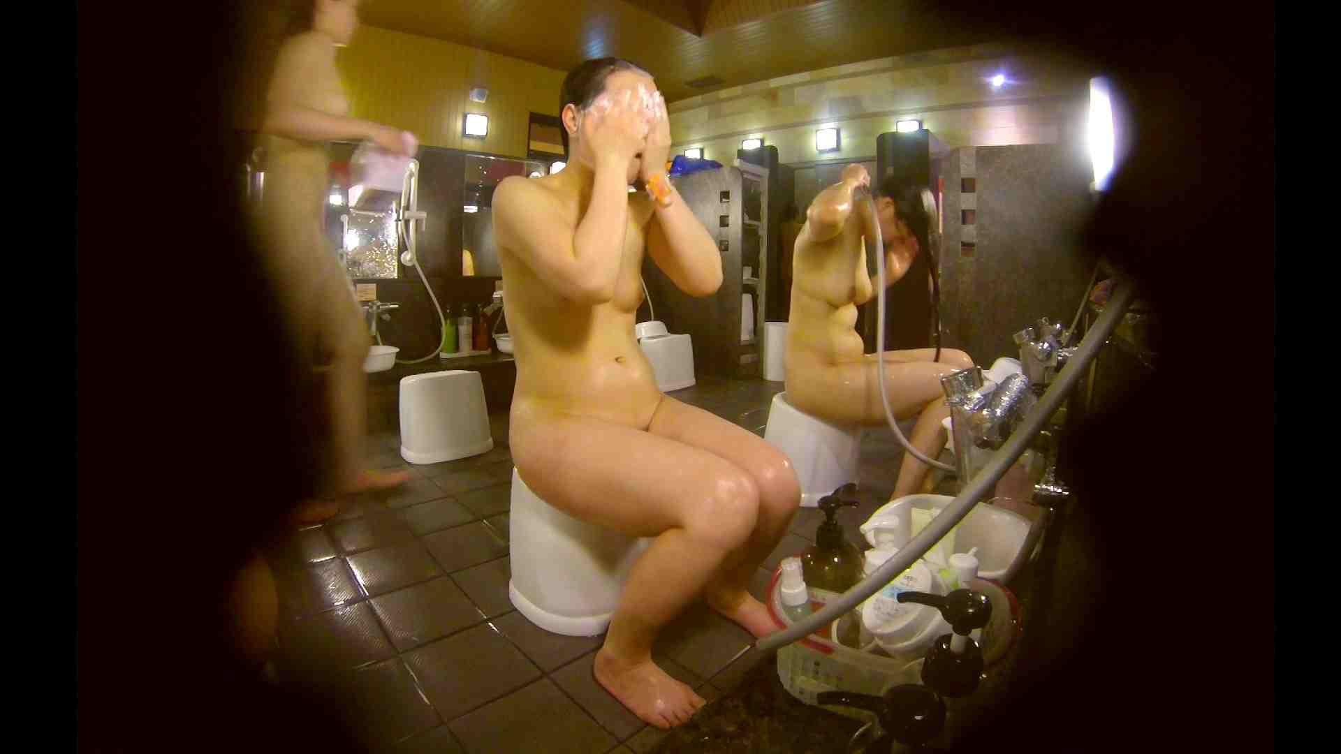 オムニバス!洗い場、通路など色々な裸体が見れてお得です。 細身体型   潜入  89枚 57