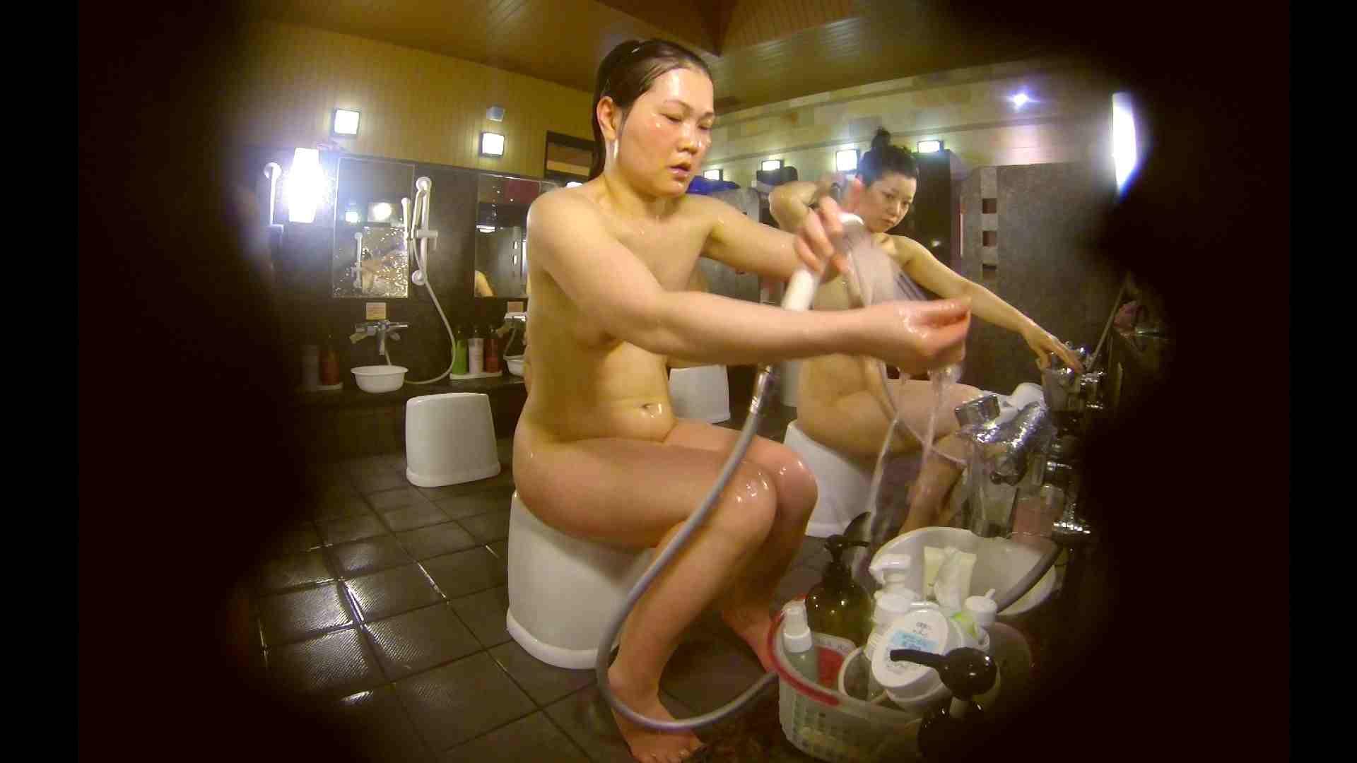オムニバス!洗い場、通路など色々な裸体が見れてお得です。 細身体型   潜入  89枚 65