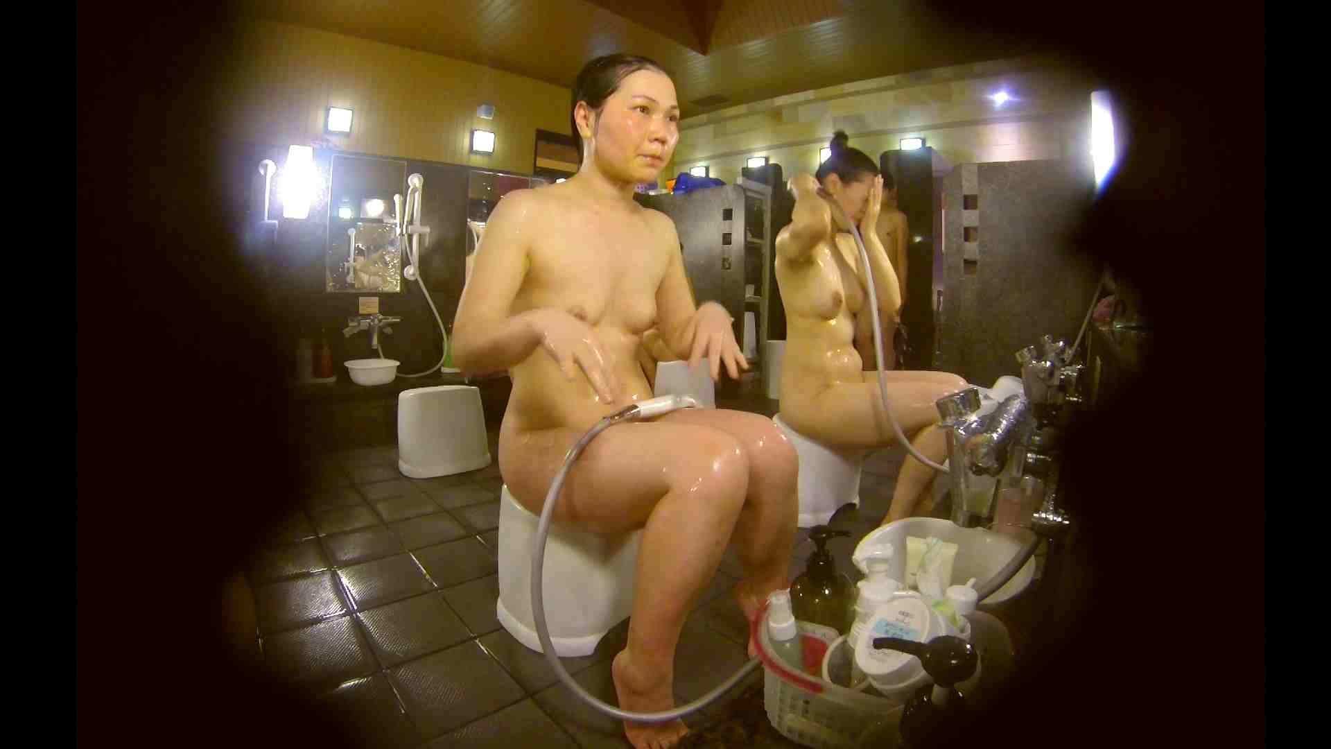 オムニバス!洗い場、通路など色々な裸体が見れてお得です。 ギャル達 性交動画流出 89枚 66
