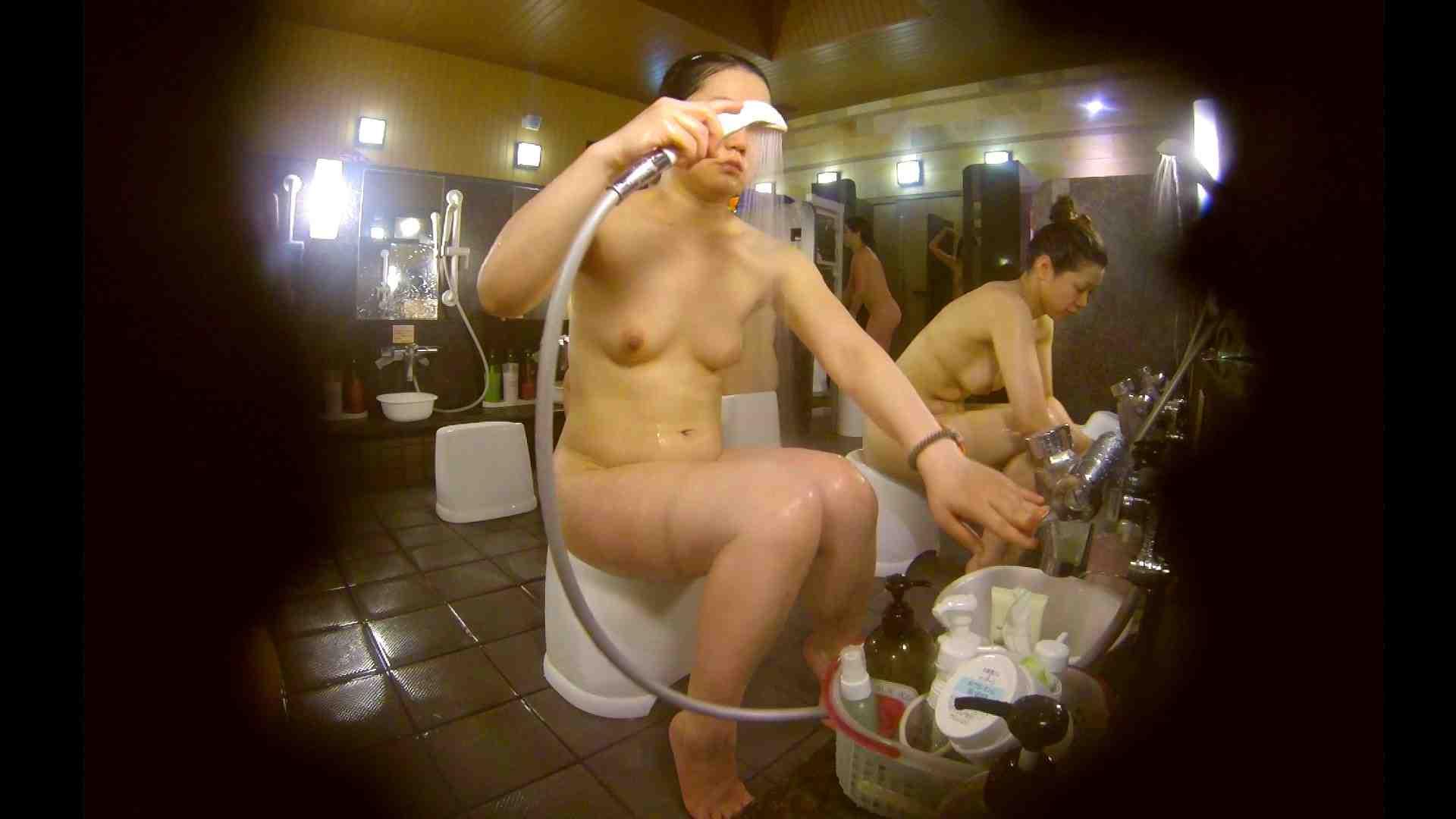オムニバス!洗い場、通路など色々な裸体が見れてお得です。 むっちりガール ぱこり動画紹介 89枚 68