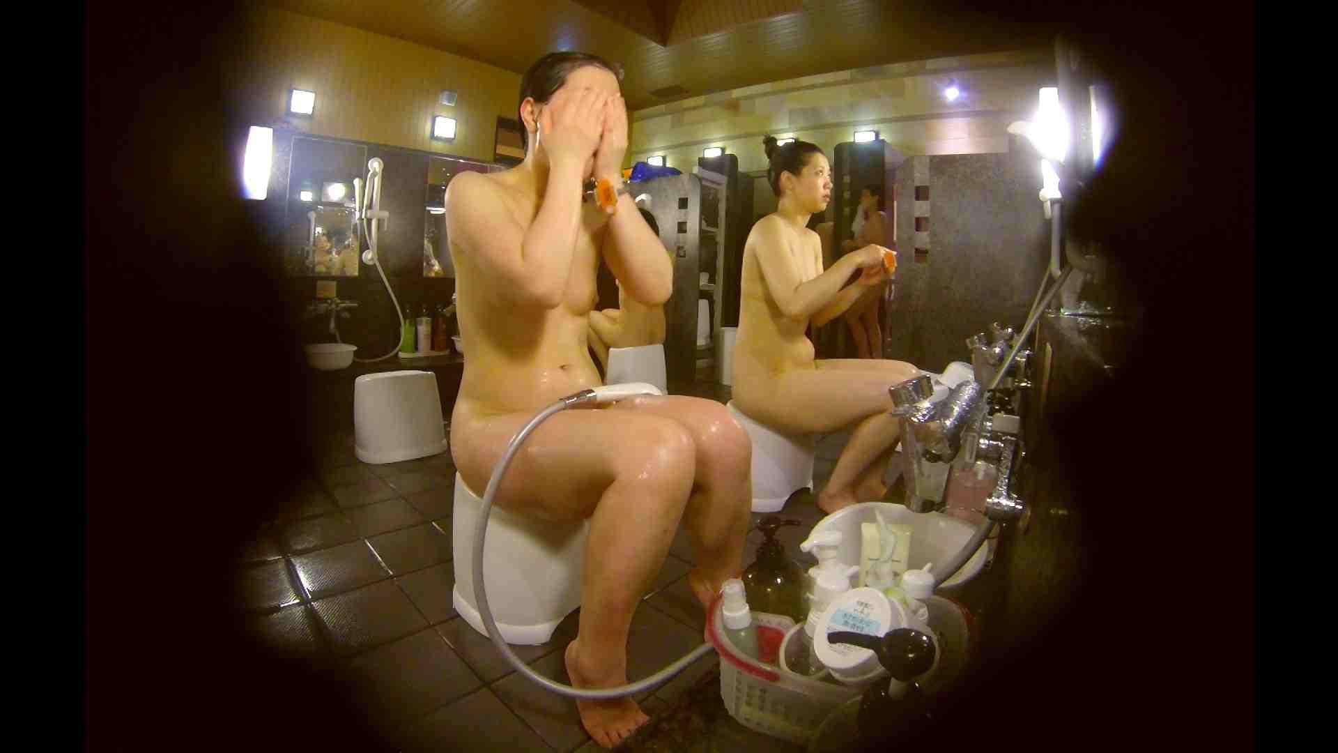 オムニバス!洗い場、通路など色々な裸体が見れてお得です。 ギャル達 性交動画流出 89枚 74