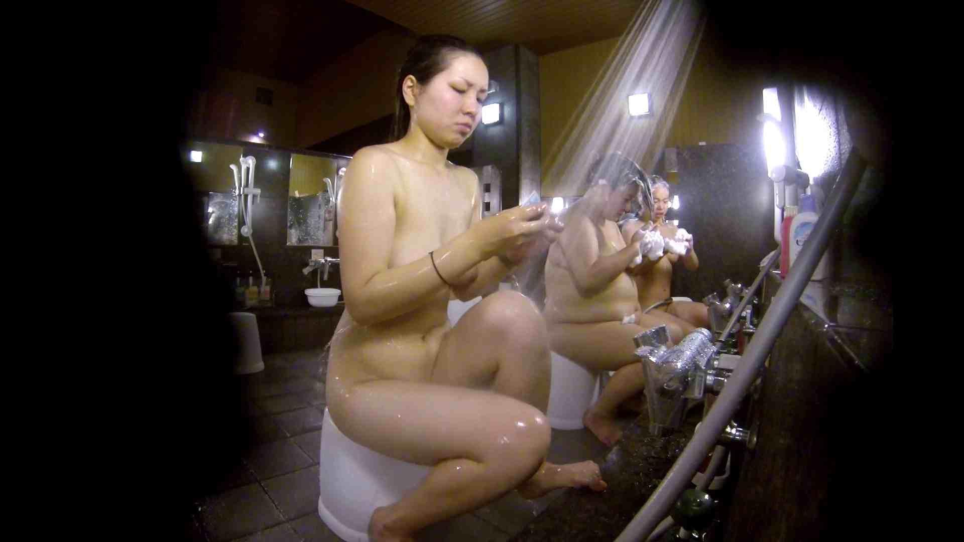 洗い場!色白でなかなかの美巨乳。柔らかく揺れまくりです 潜入   美肌  94枚 73