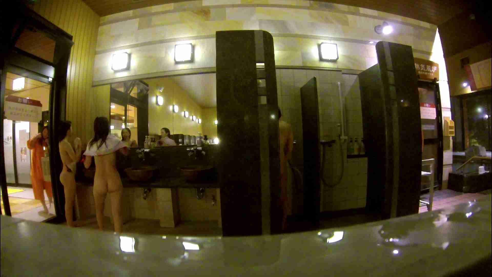 オムニバス!出入り口~シャワー~メイク室と移動。たくさんの女性が登場します 銭湯事情 エロ無料画像 81枚 39