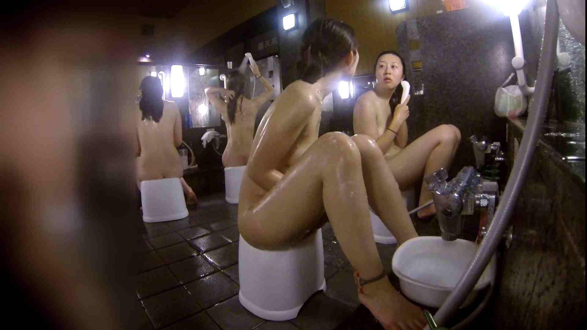 洗い場!地味目の女の子2人組。ずっと話しながら洗ってます。 女湯のぞき エロ無料画像 111枚 6