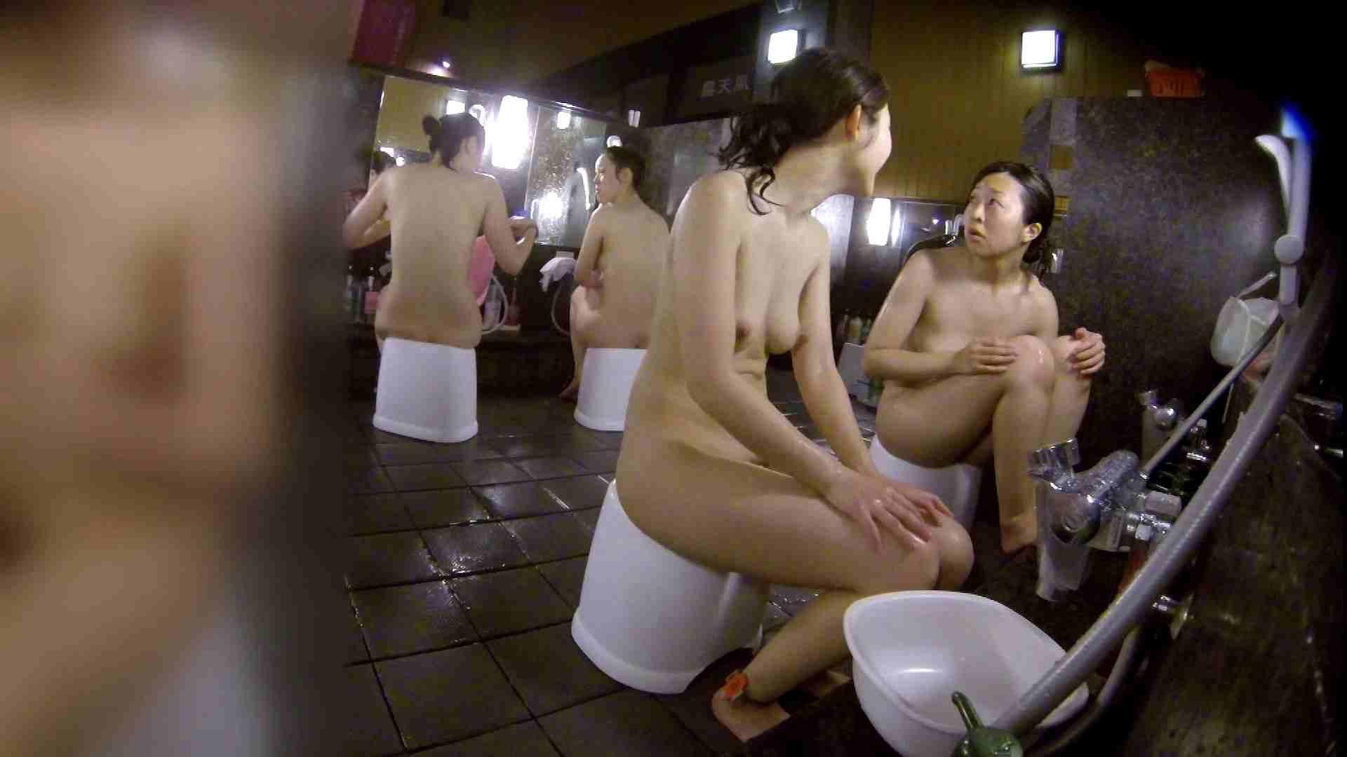 洗い場!地味目の女の子2人組。ずっと話しながら洗ってます。 友人・知人  111枚 24