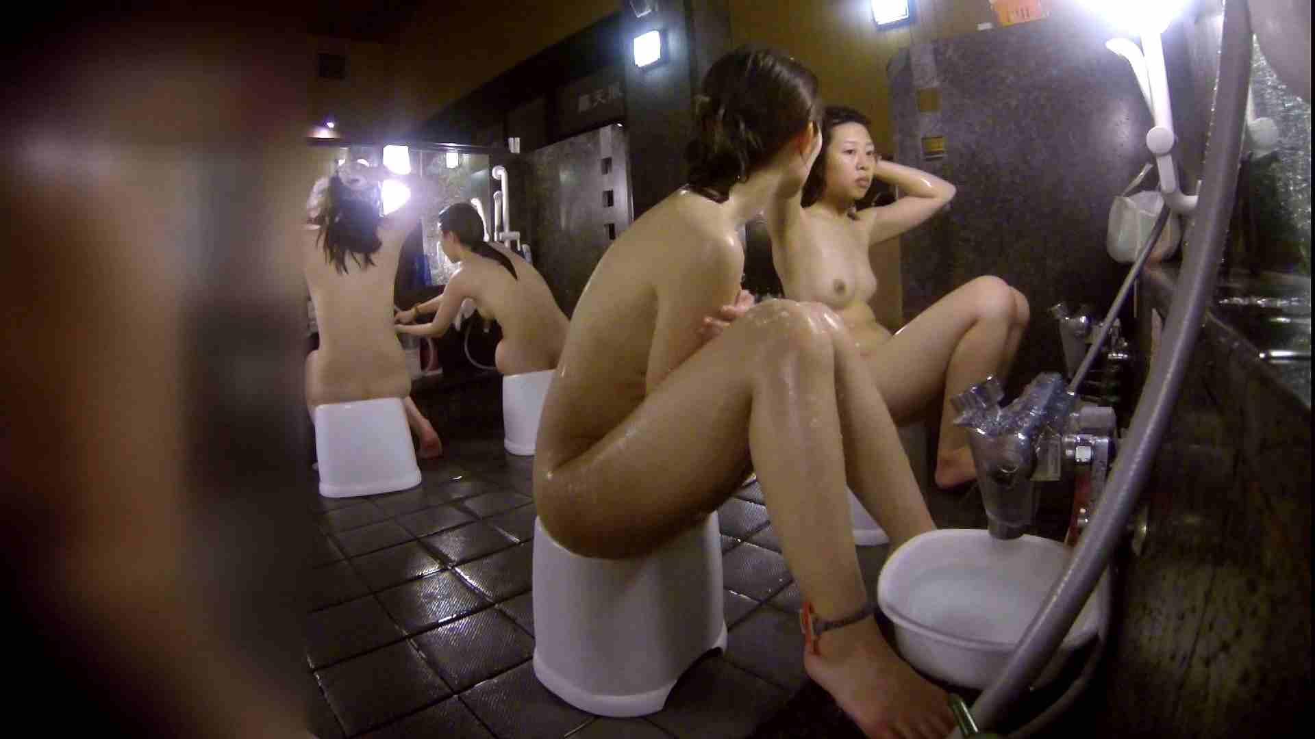 洗い場!地味目の女の子2人組。ずっと話しながら洗ってます。 友人・知人  111枚 32