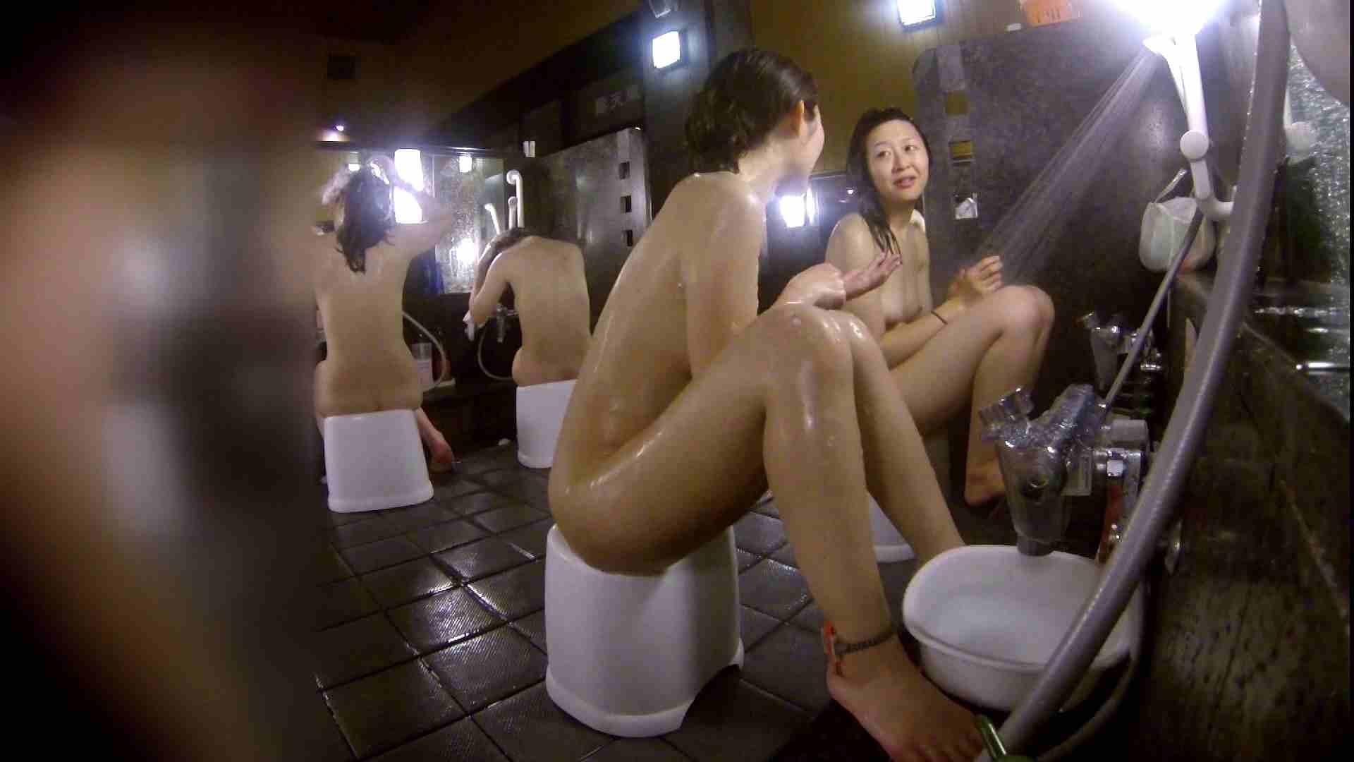洗い場!地味目の女の子2人組。ずっと話しながら洗ってます。 女湯のぞき エロ無料画像 111枚 38